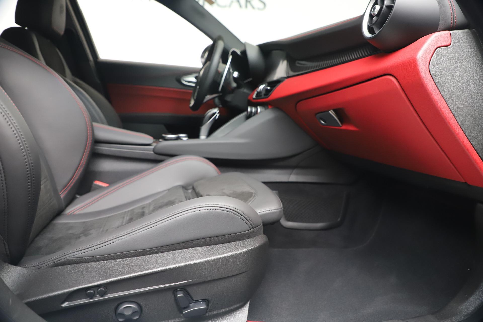 New 2019 Alfa Romeo Giulia Quadrifoglio For Sale In Greenwich, CT. Alfa Romeo of Greenwich, L615 3130_p23