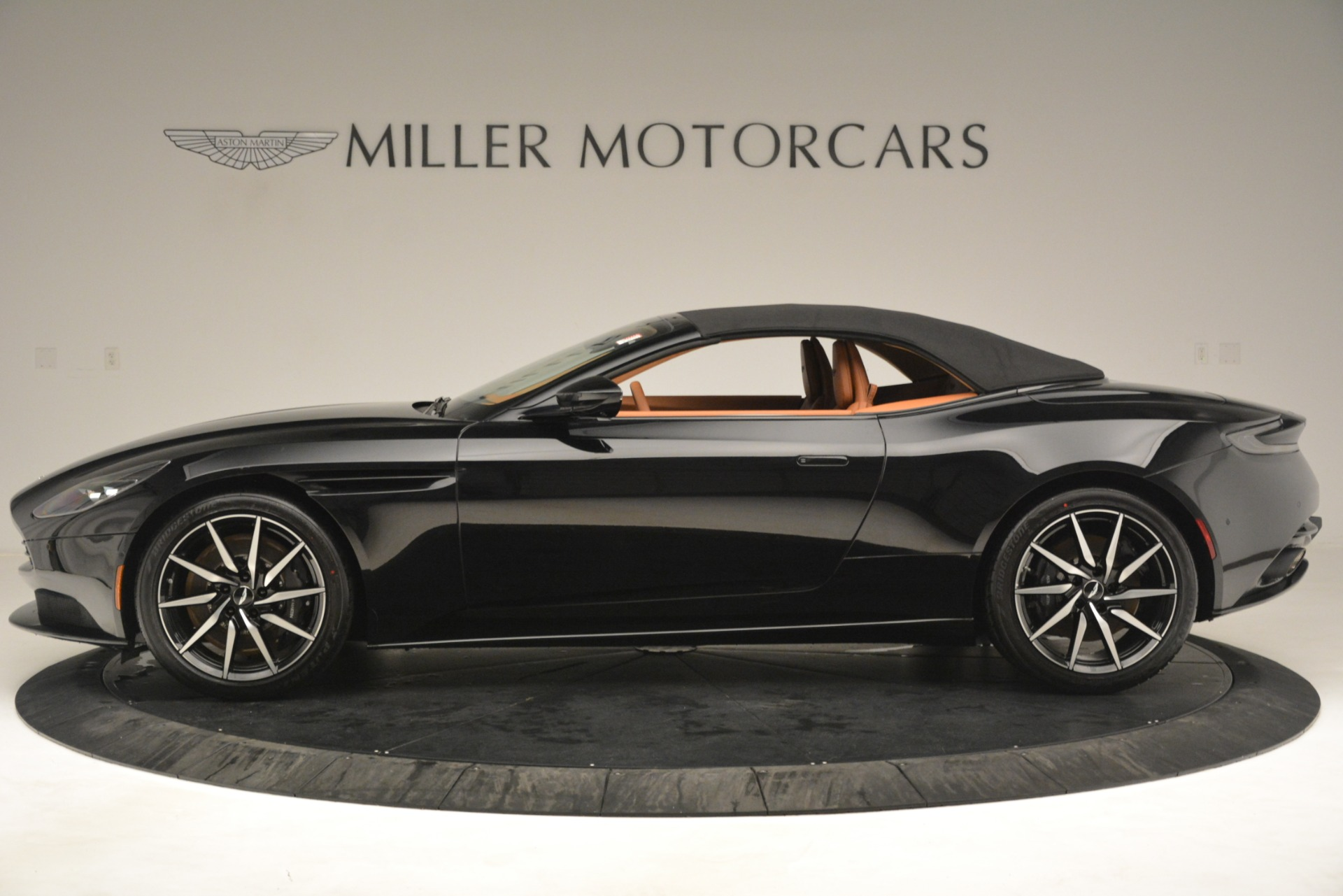 New 2019 Aston Martin DB11 V8 Convertible For Sale In Greenwich, CT. Alfa Romeo of Greenwich, A1327 3135_p14