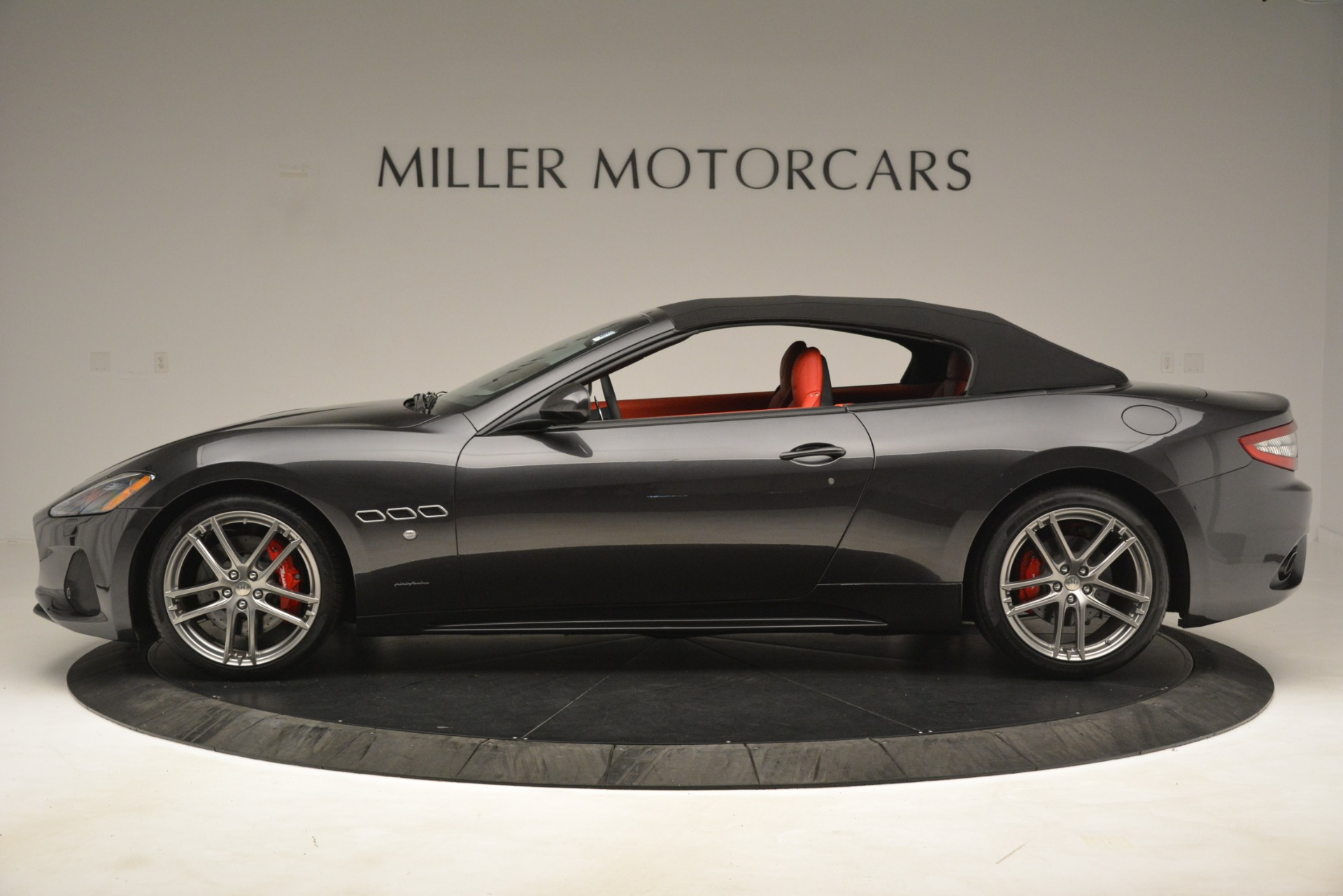 New 2018 Maserati GranTurismo Sport Convertible For Sale In Greenwich, CT. Alfa Romeo of Greenwich, M2294 3138_p6