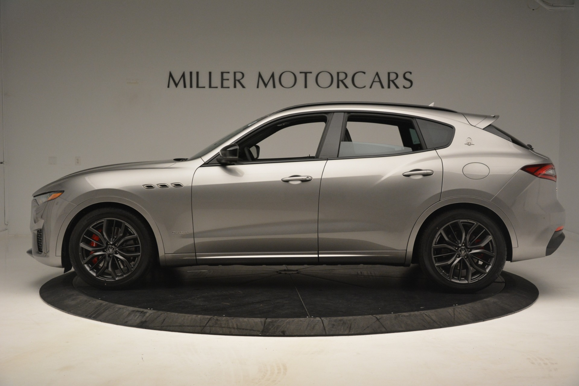 New 2019 Maserati Levante SQ4 GranSport Nerissimo For Sale In Greenwich, CT. Alfa Romeo of Greenwich, M2298 3144_p3