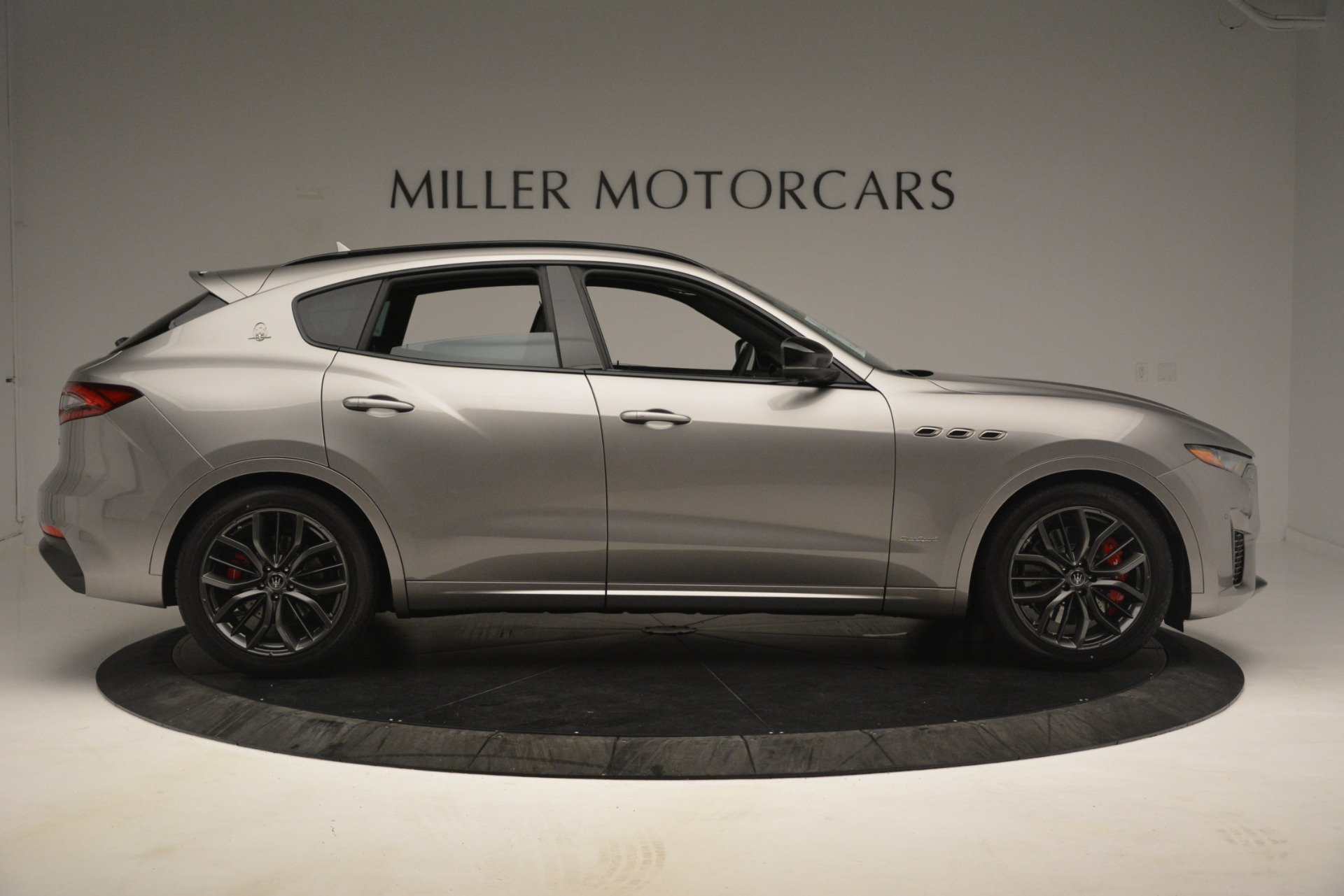 New 2019 Maserati Levante SQ4 GranSport Nerissimo For Sale In Greenwich, CT. Alfa Romeo of Greenwich, M2298 3144_p9