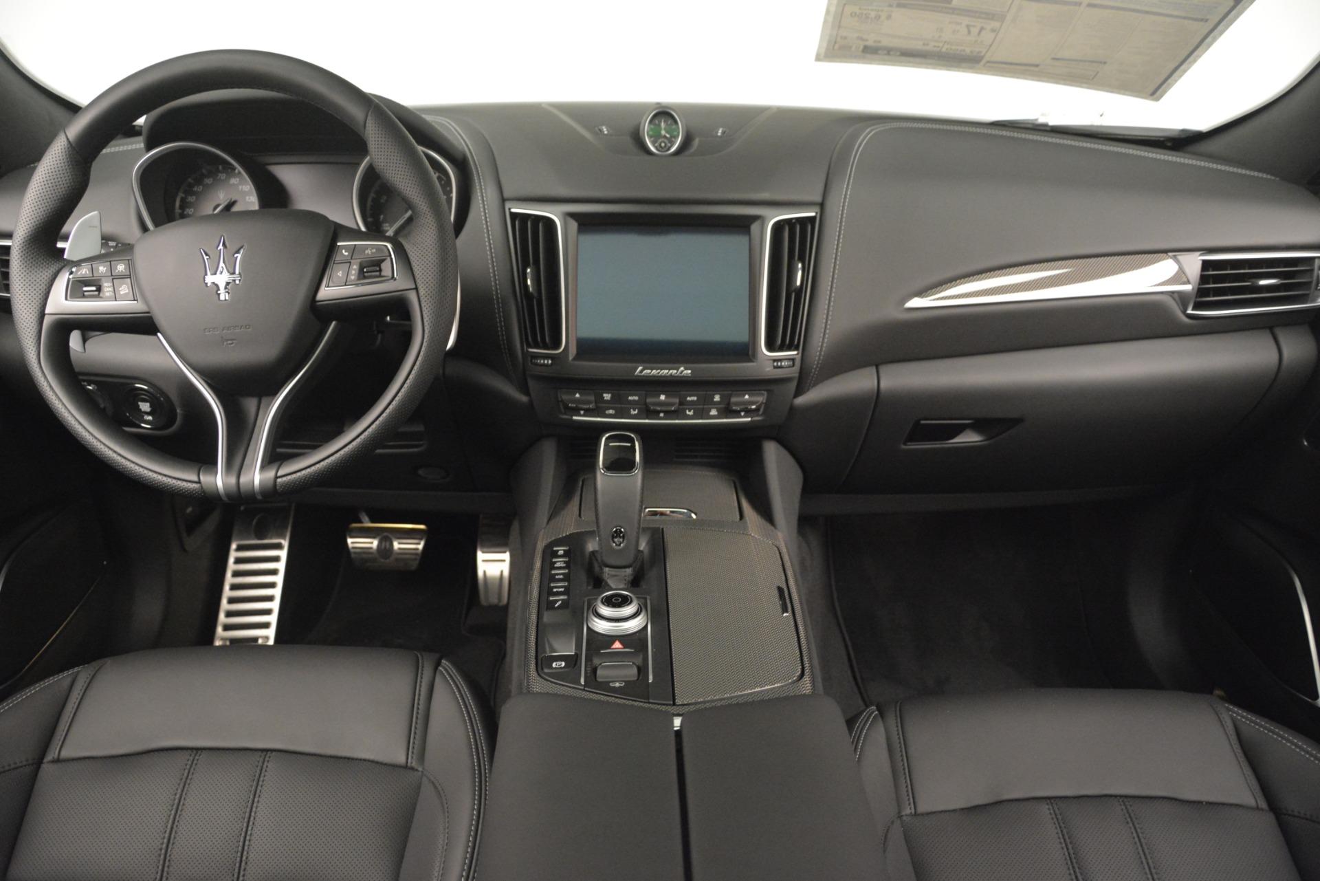 New 2019 Maserati Levante SQ4 GranSport Nerissimo For Sale In Greenwich, CT. Alfa Romeo of Greenwich, M2304 3146_p16