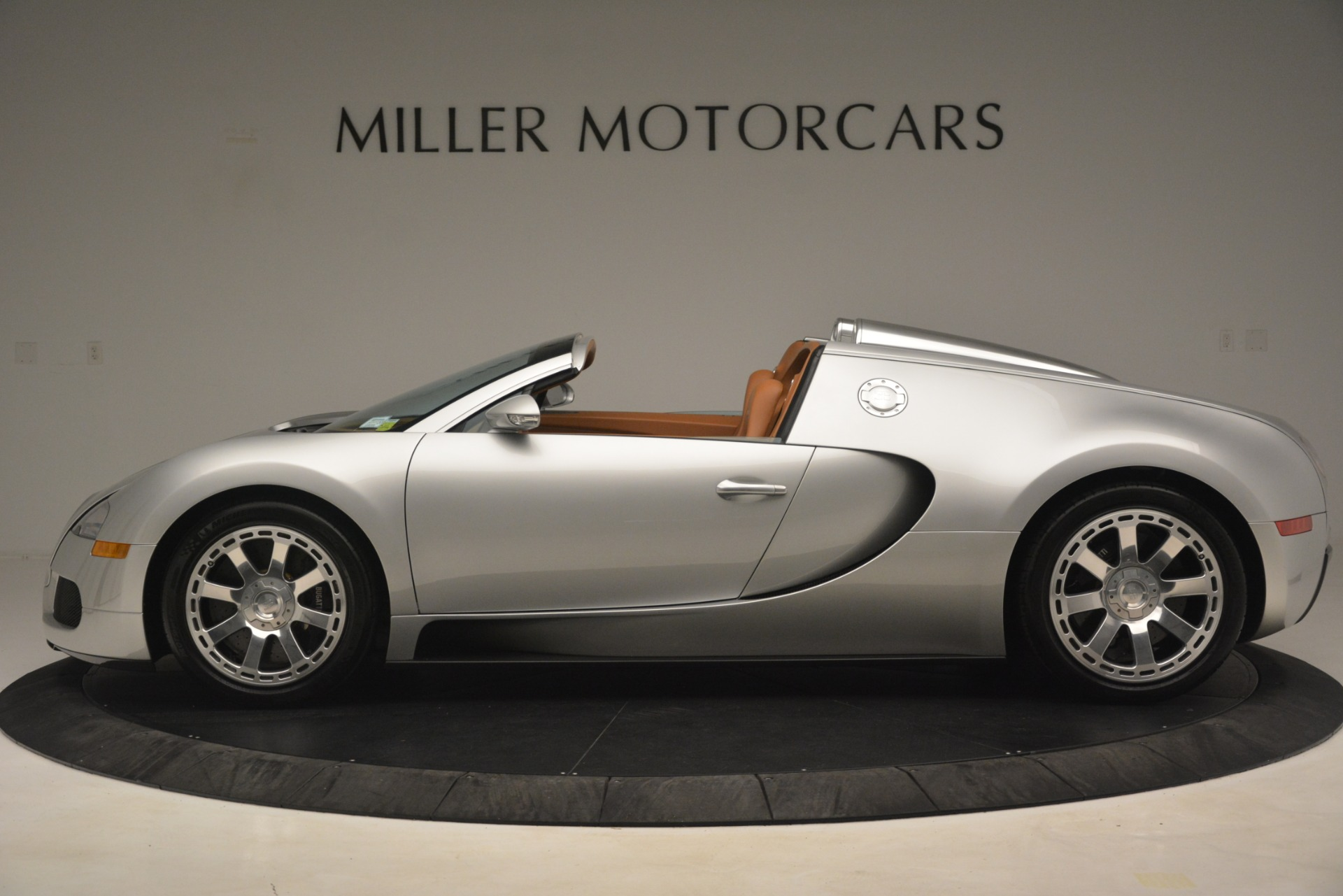 Used 2010 Bugatti Veyron 16.4 Grand Sport For Sale In Greenwich, CT. Alfa Romeo of Greenwich, G149 3159_p3