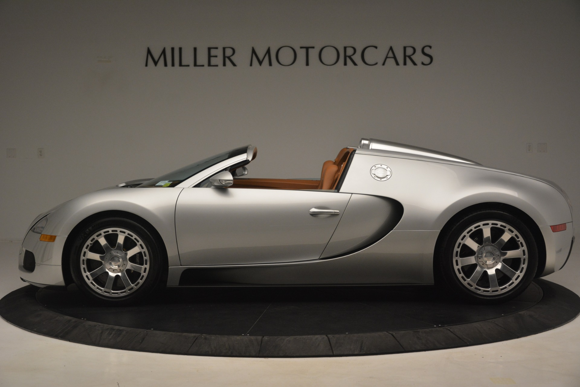 Used 2010 Bugatti Veyron 16.4 Grand Sport For Sale In Greenwich, CT. Alfa Romeo of Greenwich, G149 3159_p4