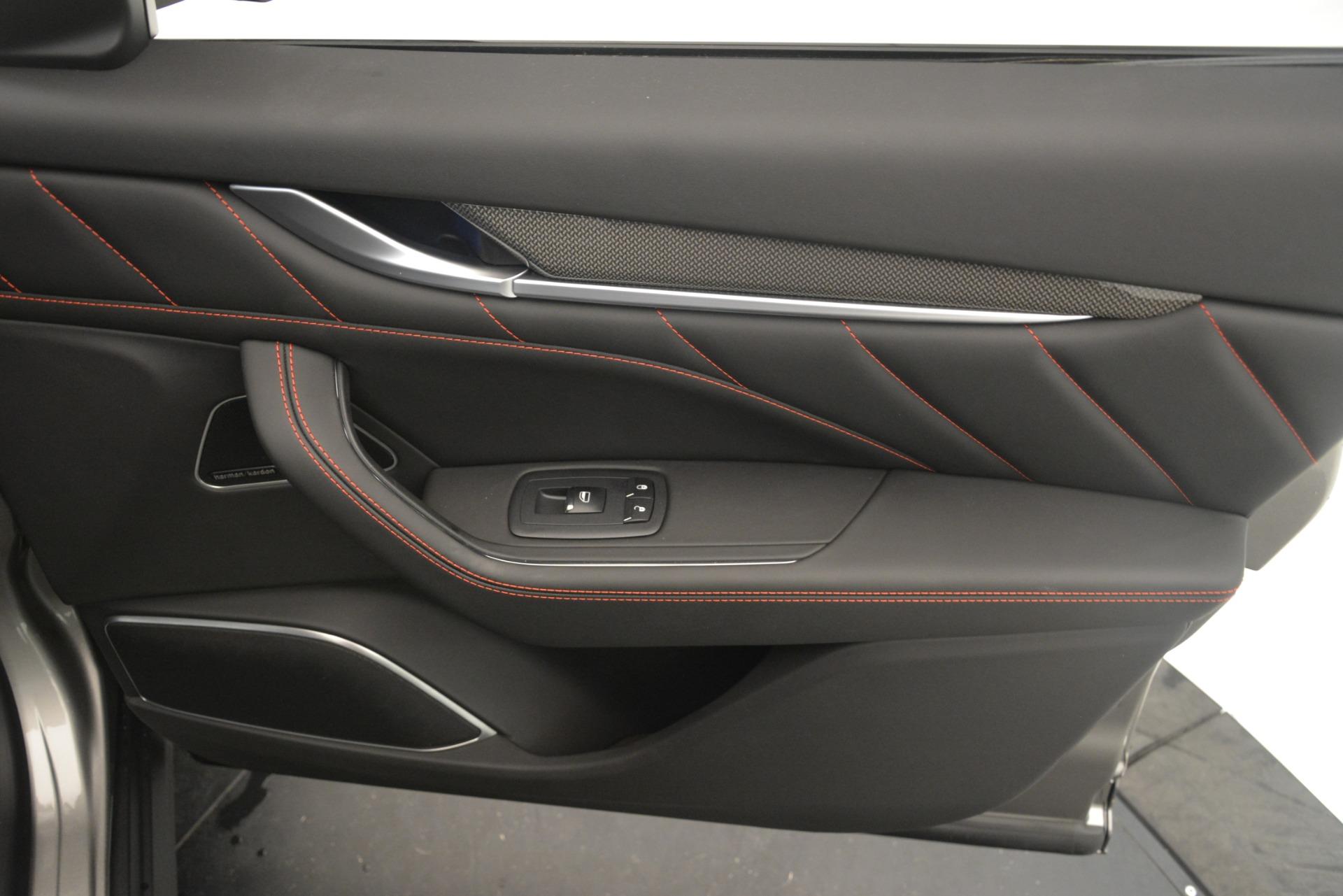 New 2019 Maserati Levante SQ4 GranSport Nerissimo For Sale In Greenwich, CT. Alfa Romeo of Greenwich, M2306 3177_p25