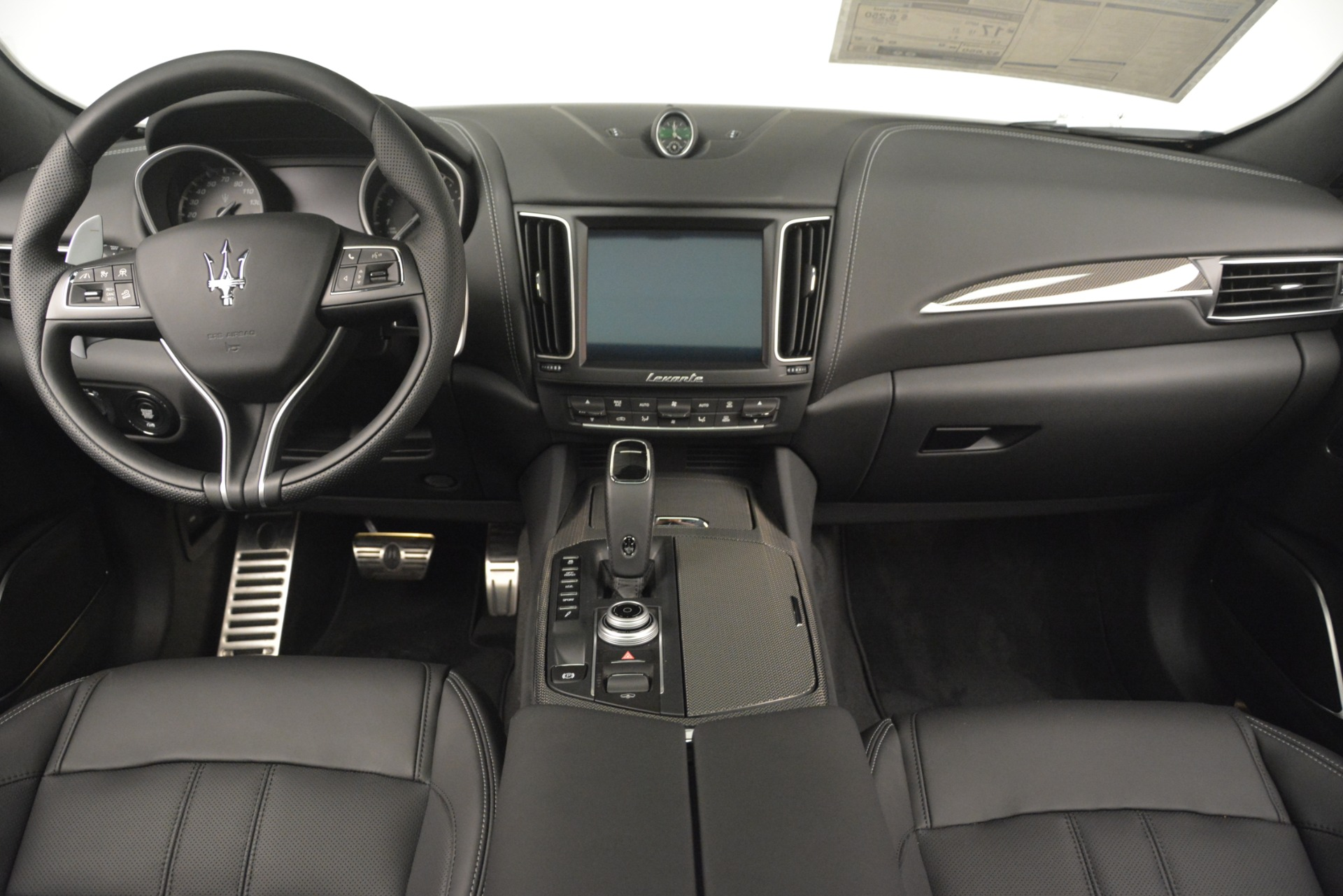 New 2019 Maserati Levante SQ4 GranSport Nerissimo For Sale In Greenwich, CT. Alfa Romeo of Greenwich, M2307 3178_p16