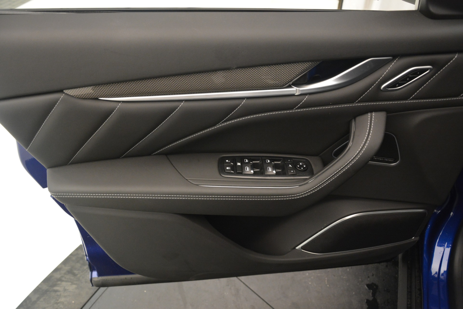 New 2019 Maserati Levante SQ4 GranSport Nerissimo For Sale In Greenwich, CT. Alfa Romeo of Greenwich, M2308 3179_p17