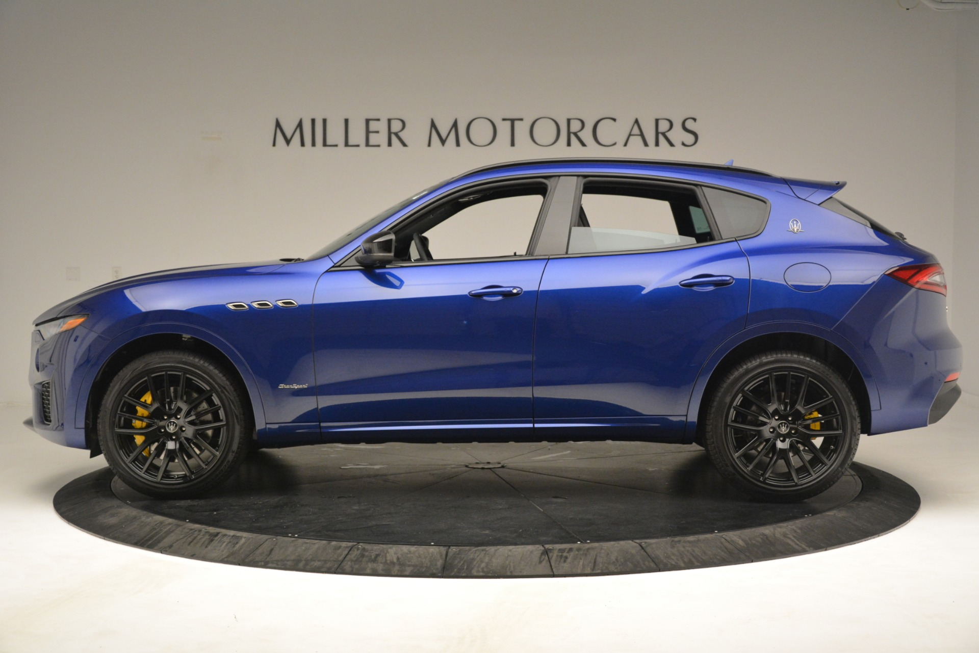 New 2019 Maserati Levante SQ4 GranSport Nerissimo For Sale In Greenwich, CT. Alfa Romeo of Greenwich, M2308 3179_p3