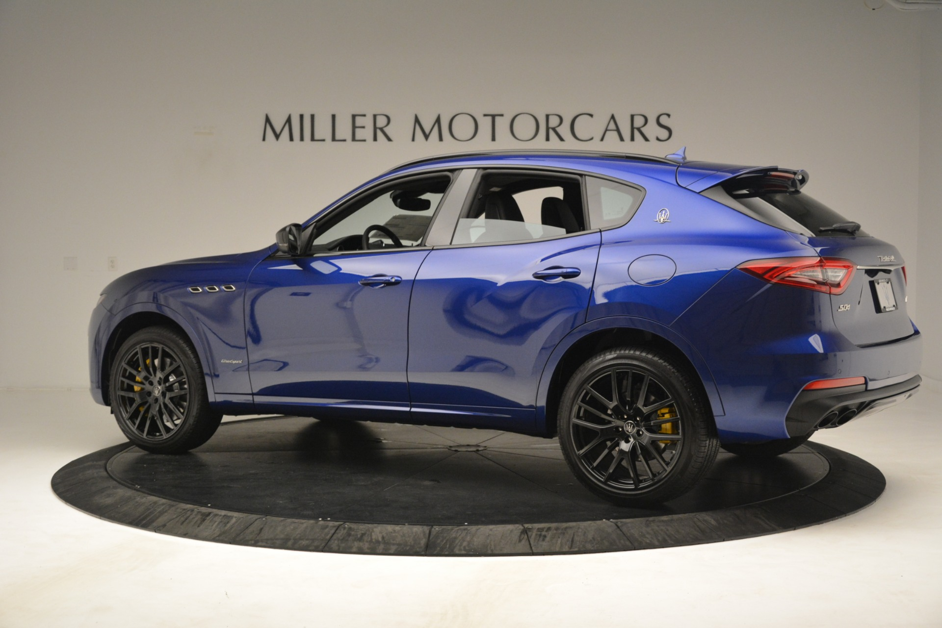 New 2019 Maserati Levante SQ4 GranSport Nerissimo For Sale In Greenwich, CT. Alfa Romeo of Greenwich, M2308 3179_p4