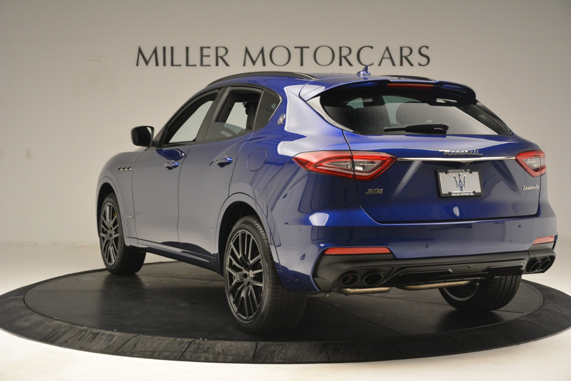 New 2019 Maserati Levante SQ4 GranSport Nerissimo For Sale In Greenwich, CT. Alfa Romeo of Greenwich, M2308 3179_p5