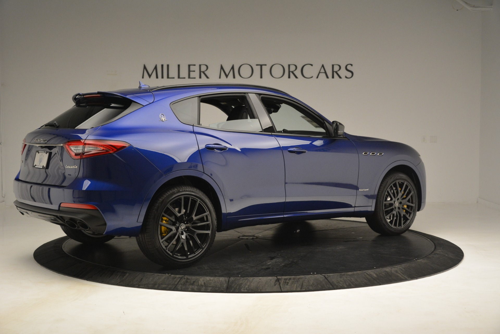 New 2019 Maserati Levante SQ4 GranSport Nerissimo For Sale In Greenwich, CT. Alfa Romeo of Greenwich, M2308 3179_p8