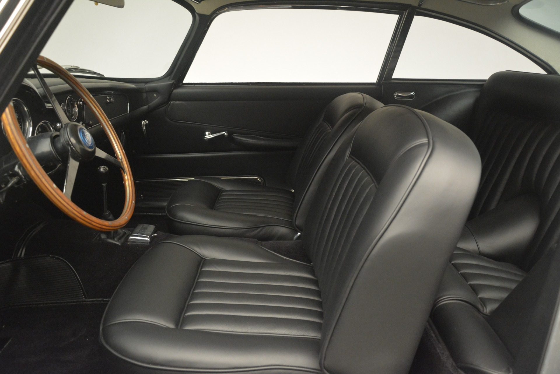 Used 1961 Aston Martin DB4 Series IV Coupe For Sale In Greenwich, CT. Alfa Romeo of Greenwich, 7567C 3186_p20
