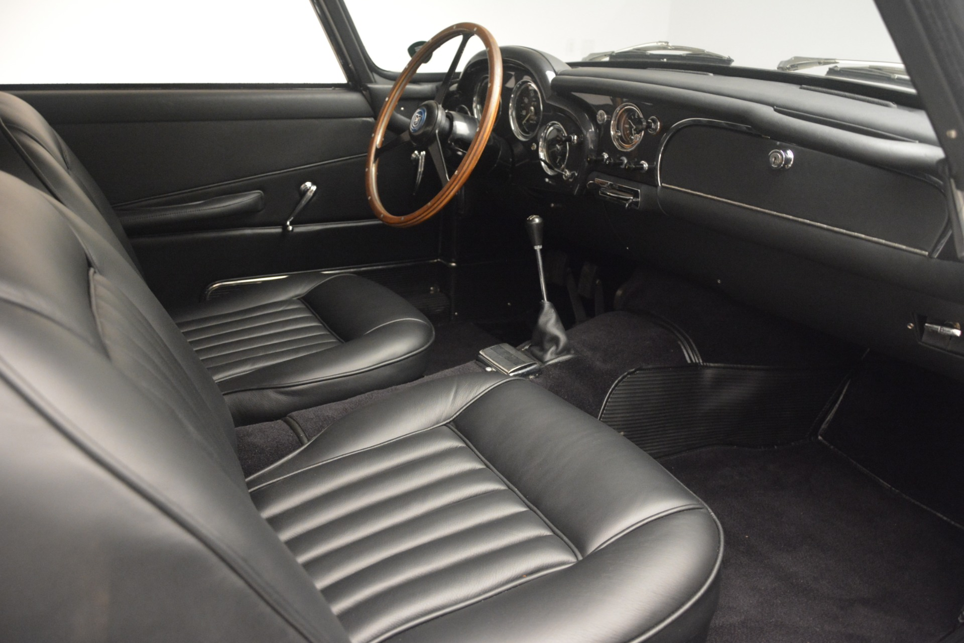 Used 1961 Aston Martin DB4 Series IV Coupe For Sale In Greenwich, CT. Alfa Romeo of Greenwich, 7567C 3186_p25