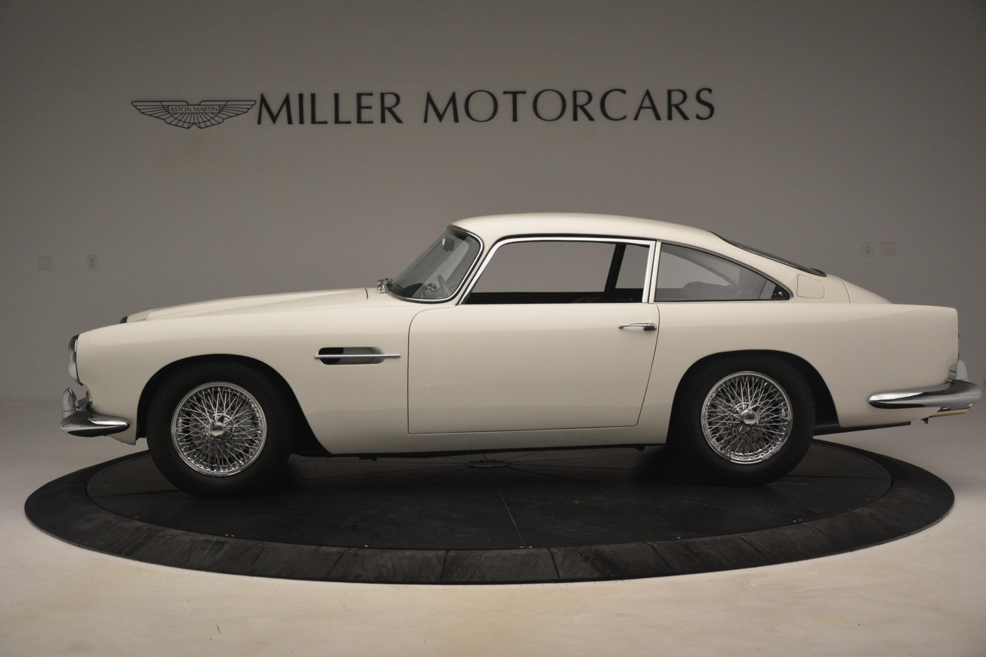 Used 1961 Aston Martin DB4 Series IV Coupe For Sale In Greenwich, CT. Alfa Romeo of Greenwich, 7567C 3186_p3