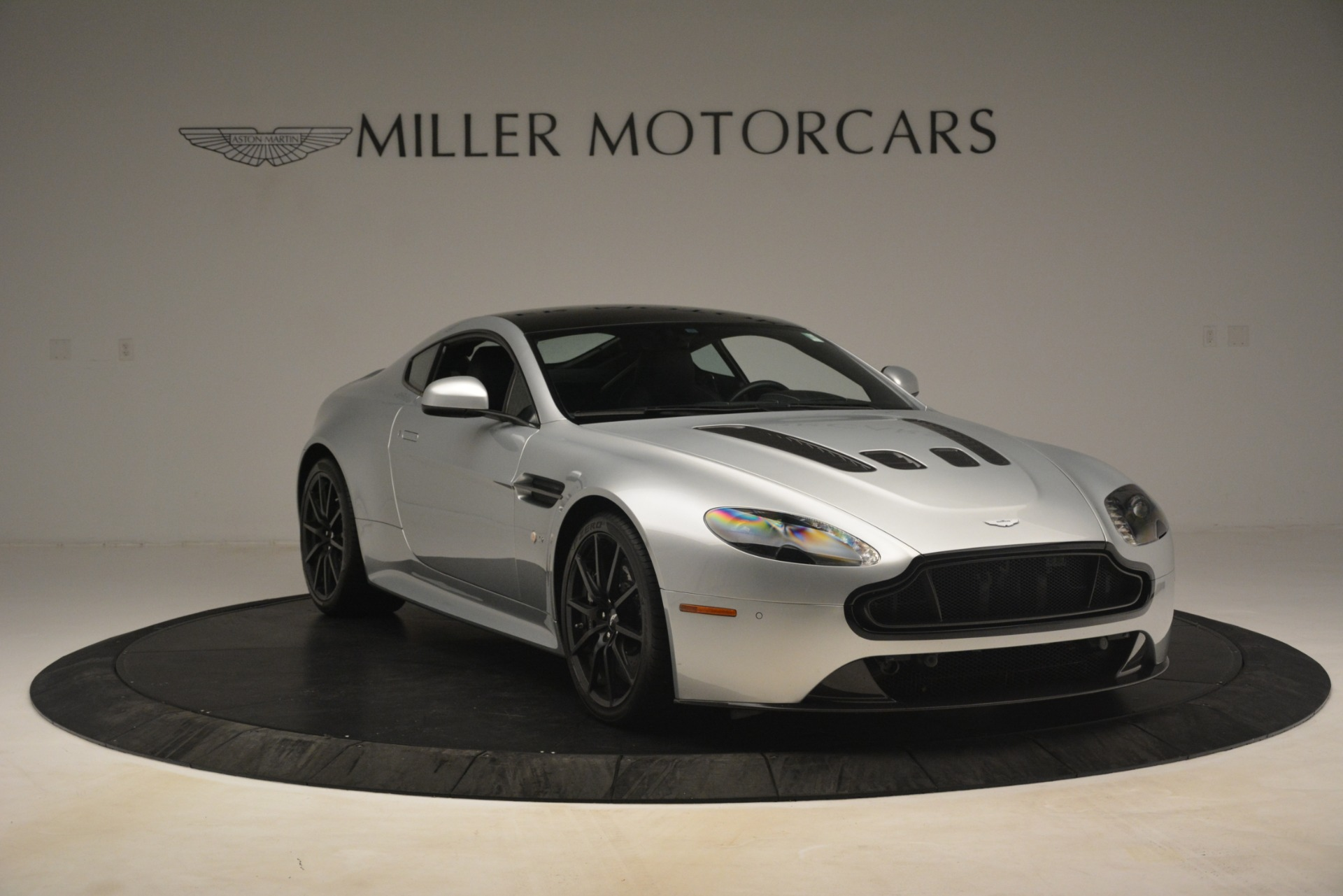 Used 2015 Aston Martin V12 Vantage S Coupe For Sale In Greenwich, CT. Alfa Romeo of Greenwich, 7577 3206_p11