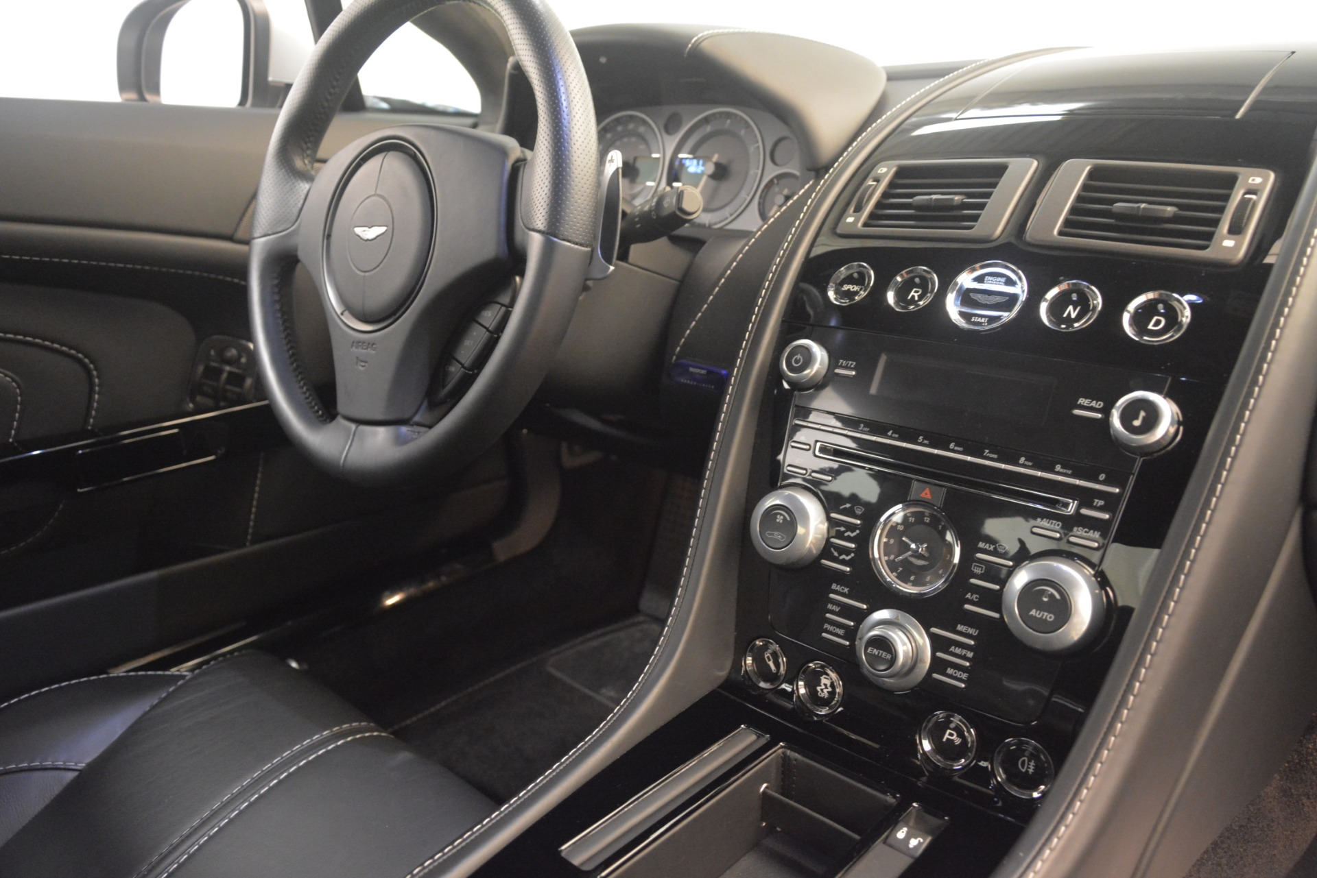 Used 2015 Aston Martin V12 Vantage S Coupe For Sale In Greenwich, CT. Alfa Romeo of Greenwich, 7577 3206_p19