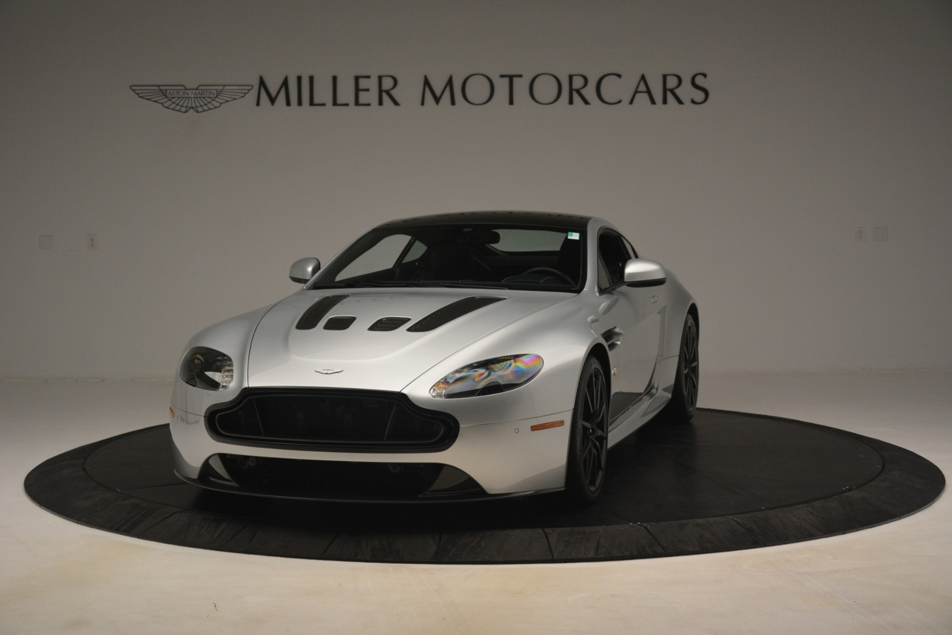 Used 2015 Aston Martin V12 Vantage S Coupe For Sale In Greenwich, CT. Alfa Romeo of Greenwich, 7577 3206_p2