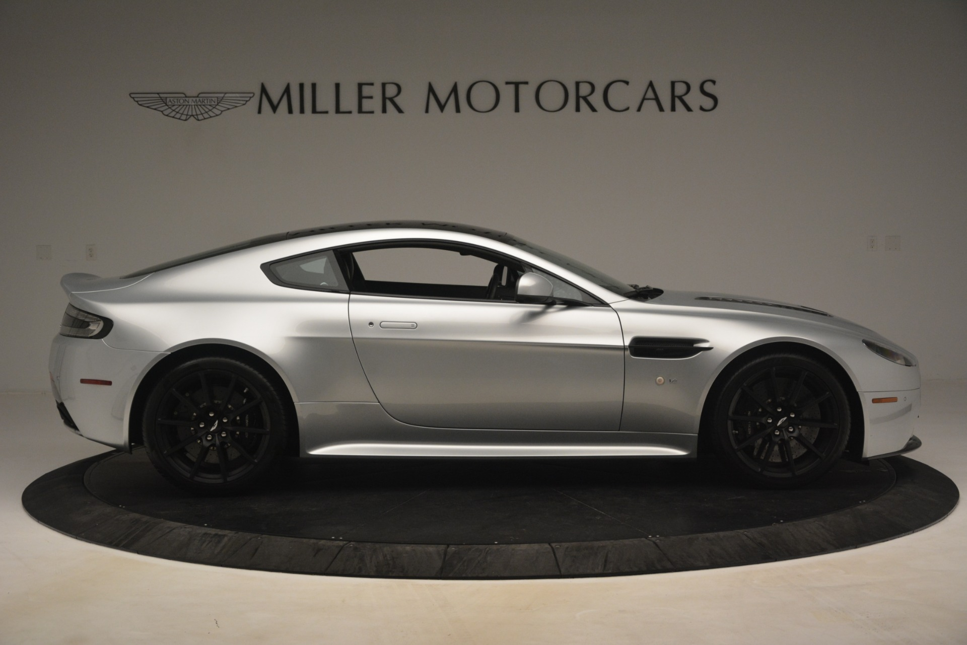 Used 2015 Aston Martin V12 Vantage S Coupe For Sale In Greenwich, CT. Alfa Romeo of Greenwich, 7577 3206_p9