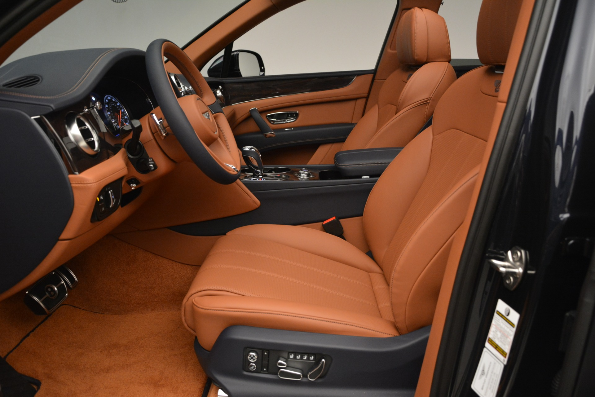 New 2019 Bentley Bentayga V8 For Sale In Greenwich, CT. Alfa Romeo of Greenwich, B1404 3207_p19