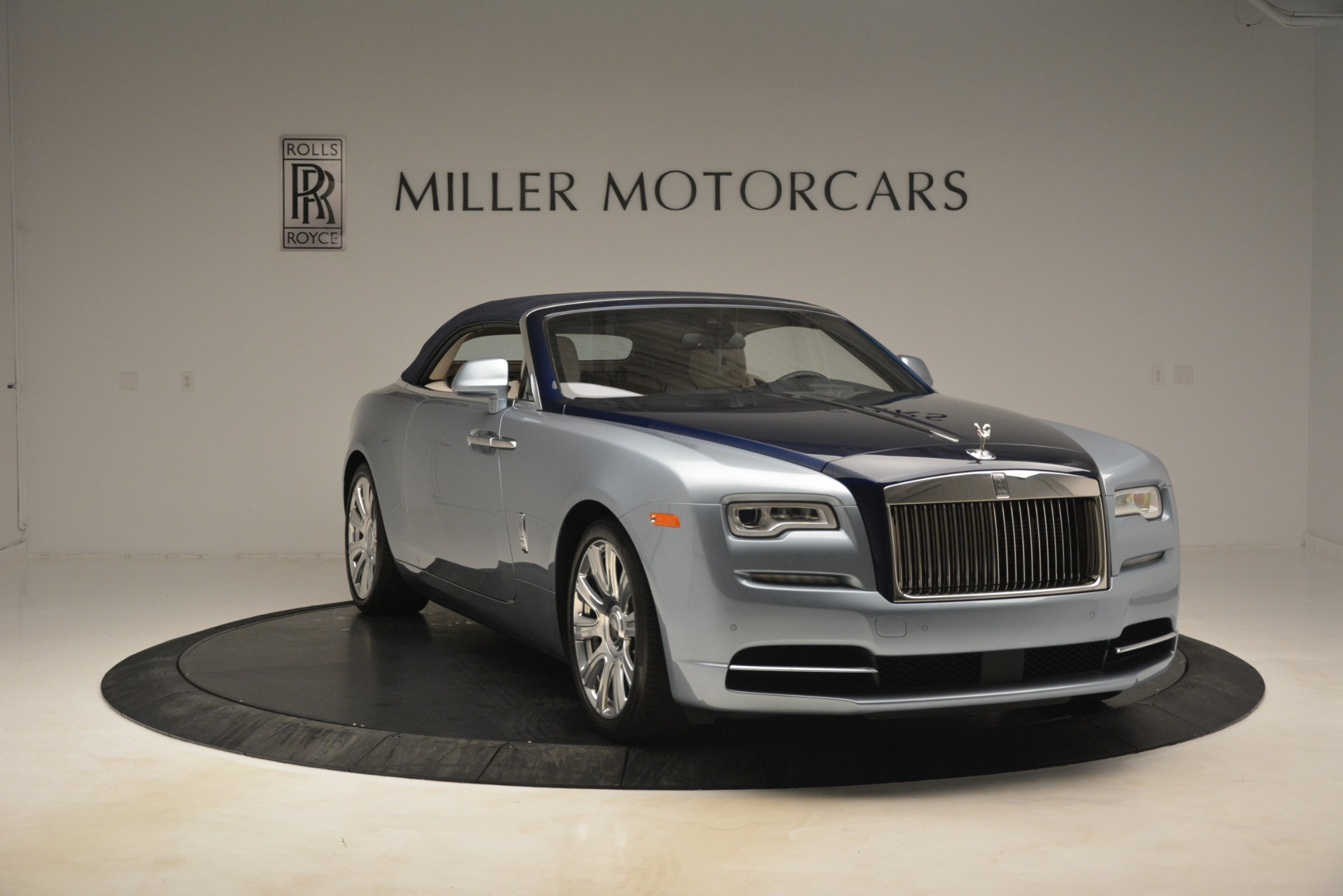 Used 2016 Rolls-Royce Dawn  For Sale In Greenwich, CT. Alfa Romeo of Greenwich, 7585 3217_p10