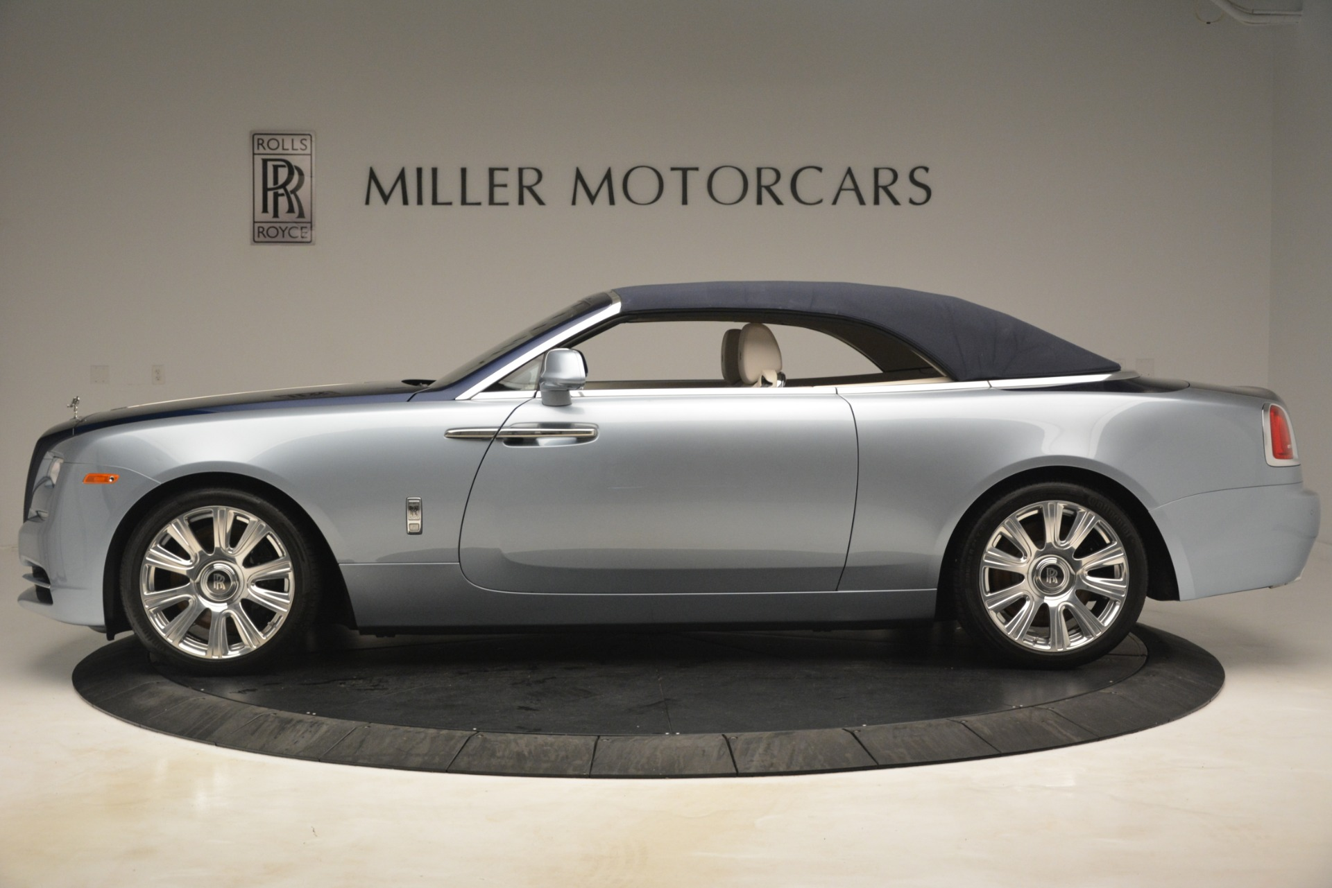 Used 2016 Rolls-Royce Dawn  For Sale In Greenwich, CT. Alfa Romeo of Greenwich, 7585 3217_p12