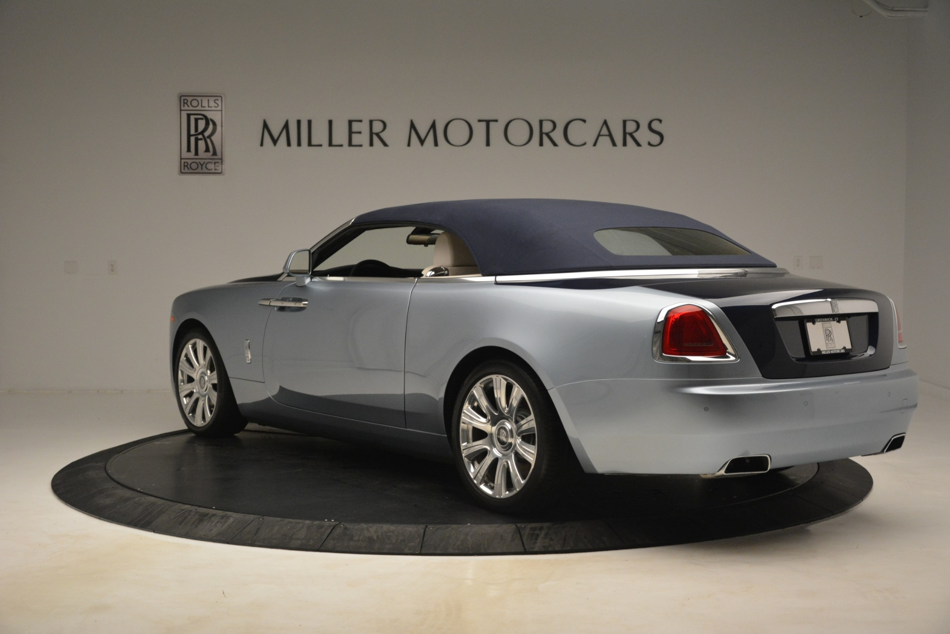 Used 2016 Rolls-Royce Dawn  For Sale In Greenwich, CT. Alfa Romeo of Greenwich, 7585 3217_p13