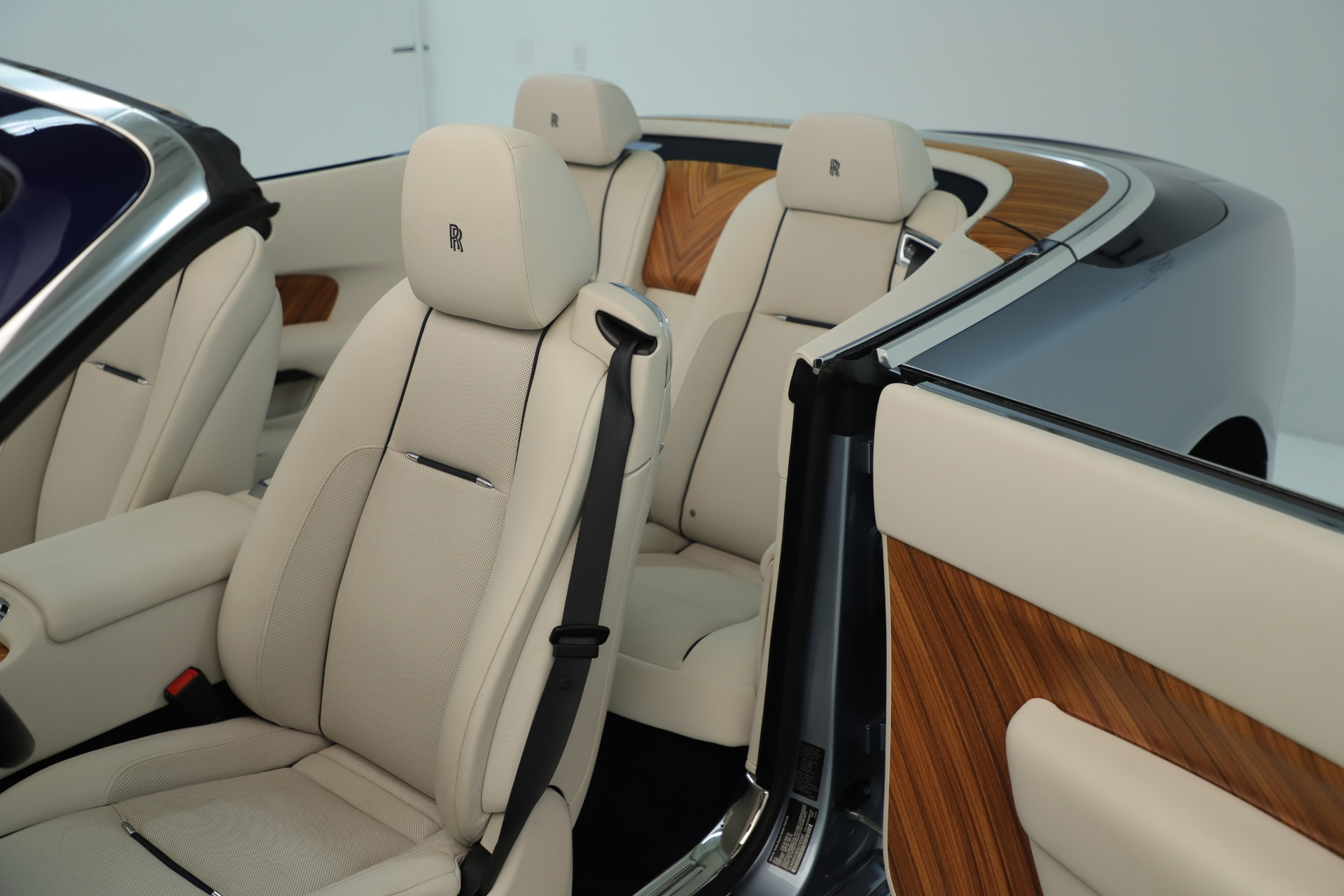 Used 2016 Rolls-Royce Dawn  For Sale In Greenwich, CT. Alfa Romeo of Greenwich, 7585 3217_p33