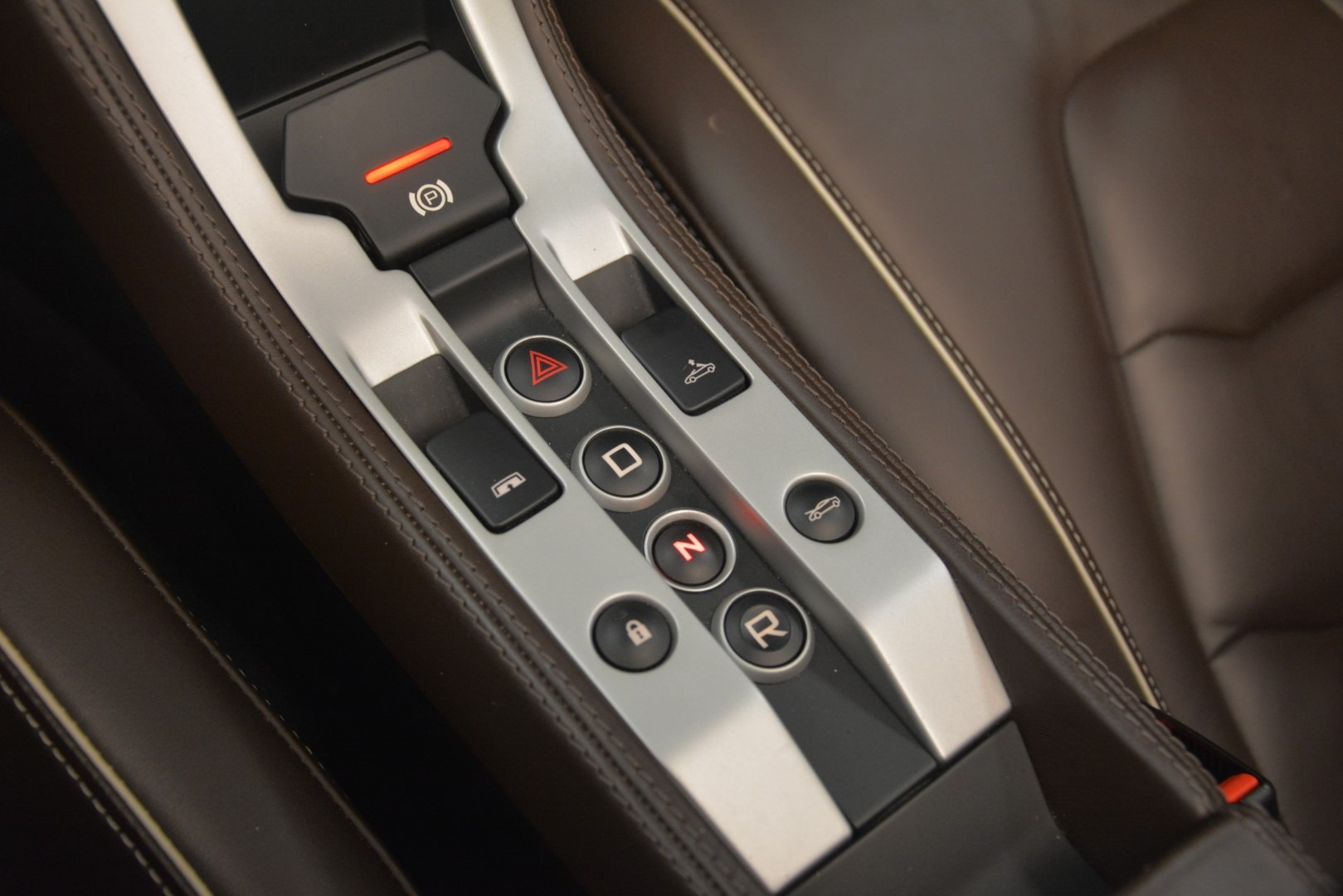 Used 2015 McLaren 650S Spider Convertible For Sale In Greenwich, CT. Alfa Romeo of Greenwich, 3169 3219_p25
