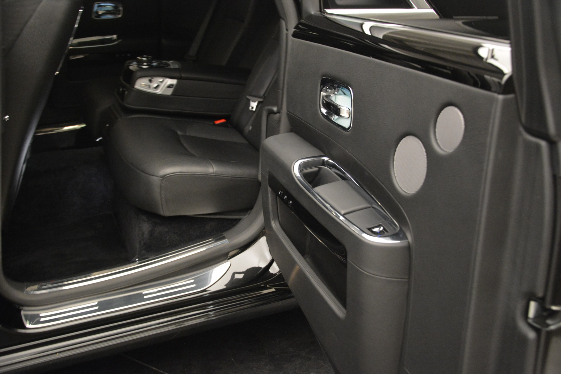 Used 2014 Rolls-Royce Ghost  For Sale In Greenwich, CT. Alfa Romeo of Greenwich, 7572 3220_p17