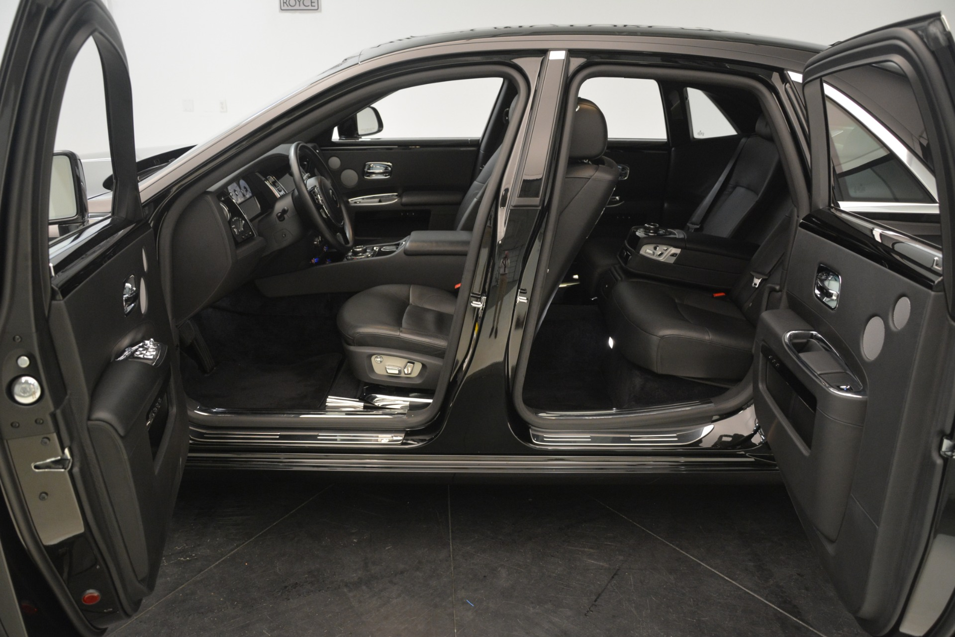 Used 2014 Rolls-Royce Ghost  For Sale In Greenwich, CT. Alfa Romeo of Greenwich, 7572 3220_p19