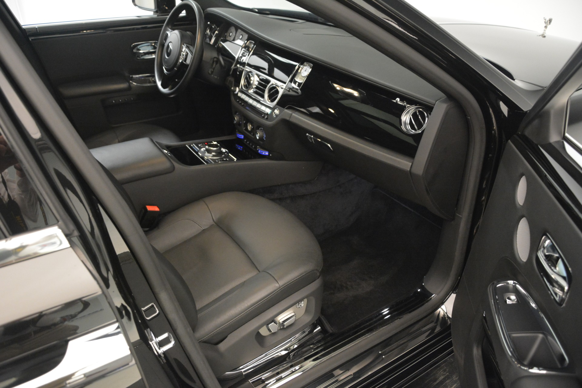 Used 2014 Rolls-Royce Ghost  For Sale In Greenwich, CT. Alfa Romeo of Greenwich, 7572 3220_p20