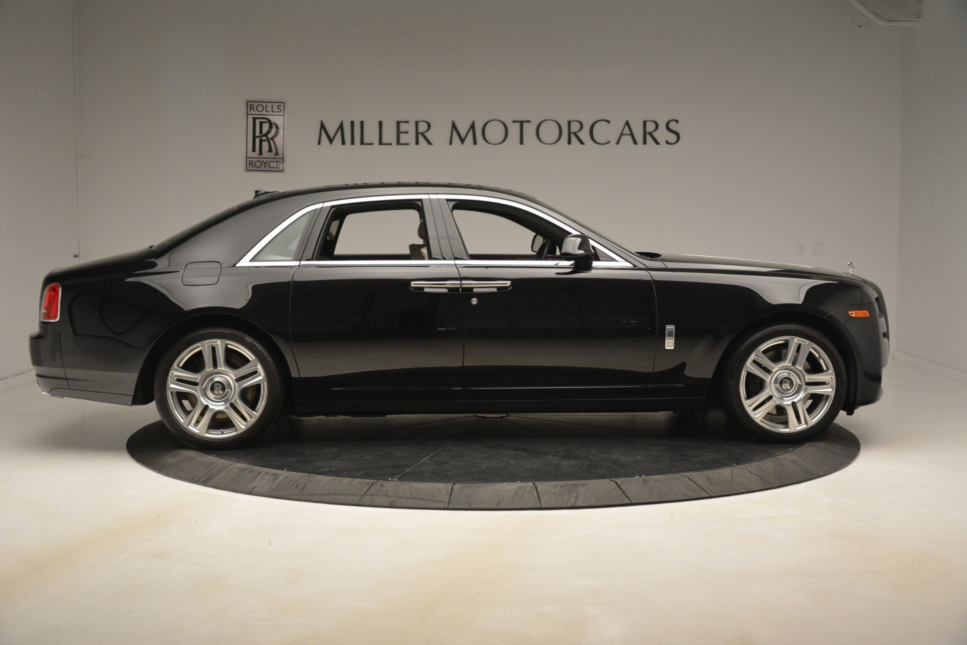 Used 2016 Rolls-Royce Ghost  For Sale In Greenwich, CT. Alfa Romeo of Greenwich, 7573 3225_p10