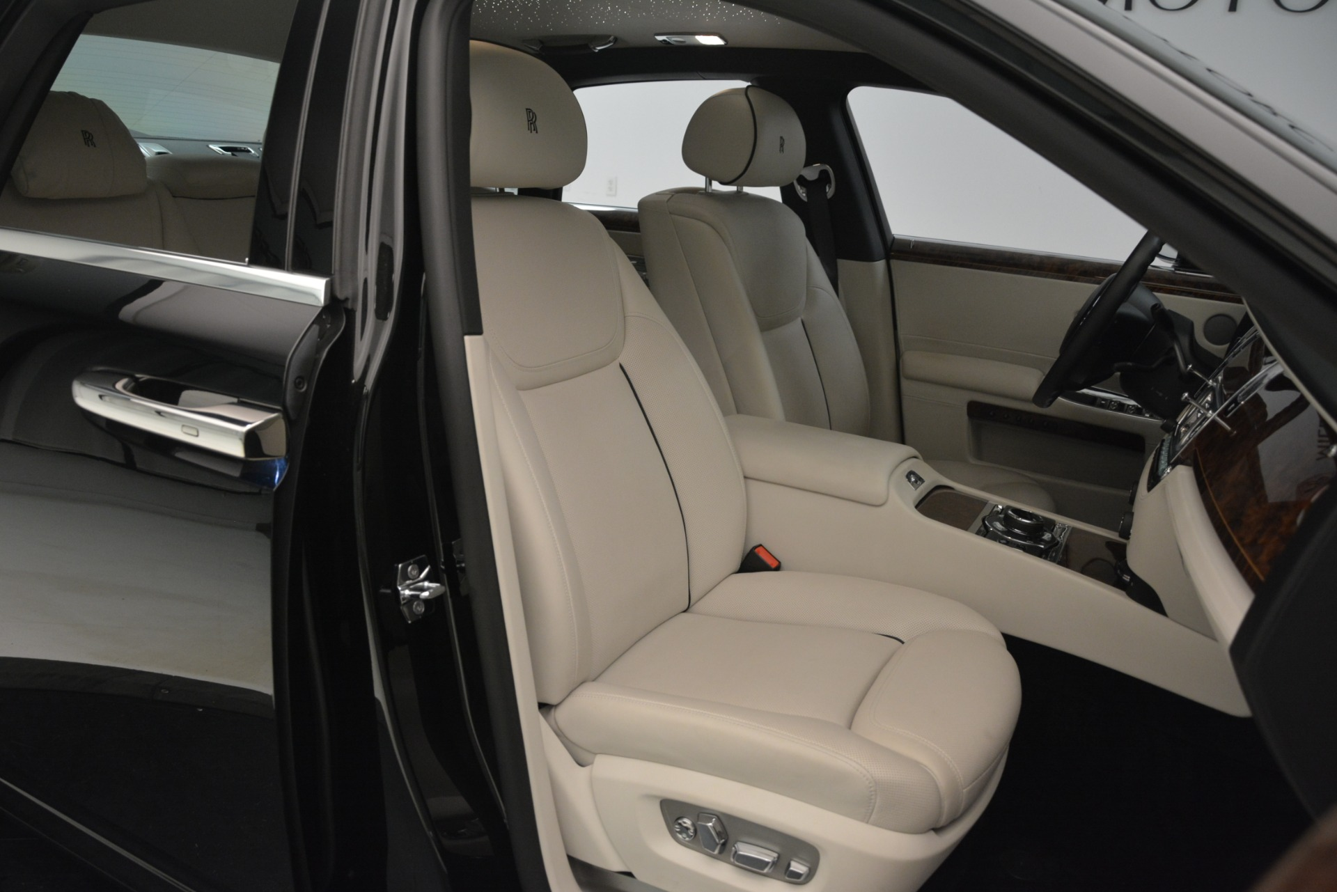 Used 2016 Rolls-Royce Ghost  For Sale In Greenwich, CT. Alfa Romeo of Greenwich, 7573 3225_p16