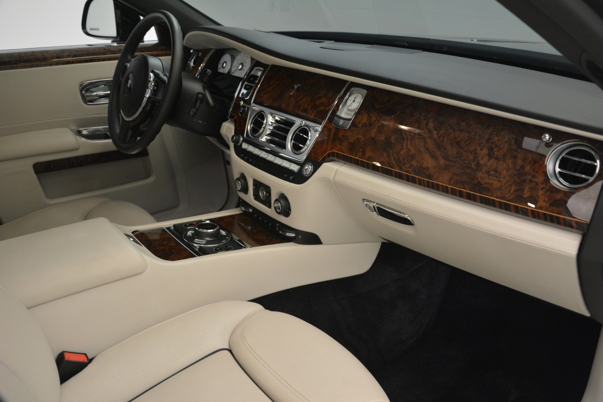 Used 2016 Rolls-Royce Ghost  For Sale In Greenwich, CT. Alfa Romeo of Greenwich, 7573 3225_p17