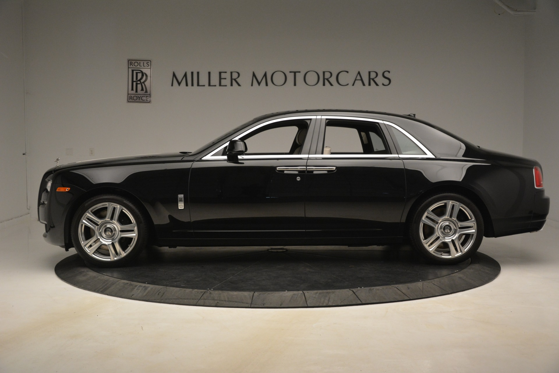 Used 2016 Rolls-Royce Ghost  For Sale In Greenwich, CT. Alfa Romeo of Greenwich, 7573 3225_p4