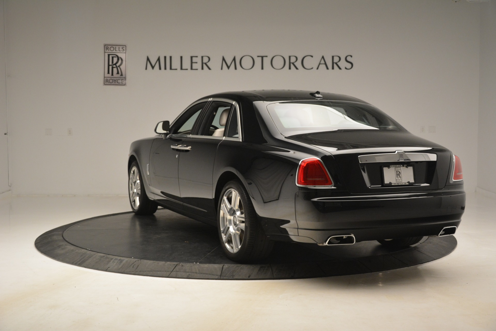 Used 2016 Rolls-Royce Ghost  For Sale In Greenwich, CT. Alfa Romeo of Greenwich, 7573 3225_p6