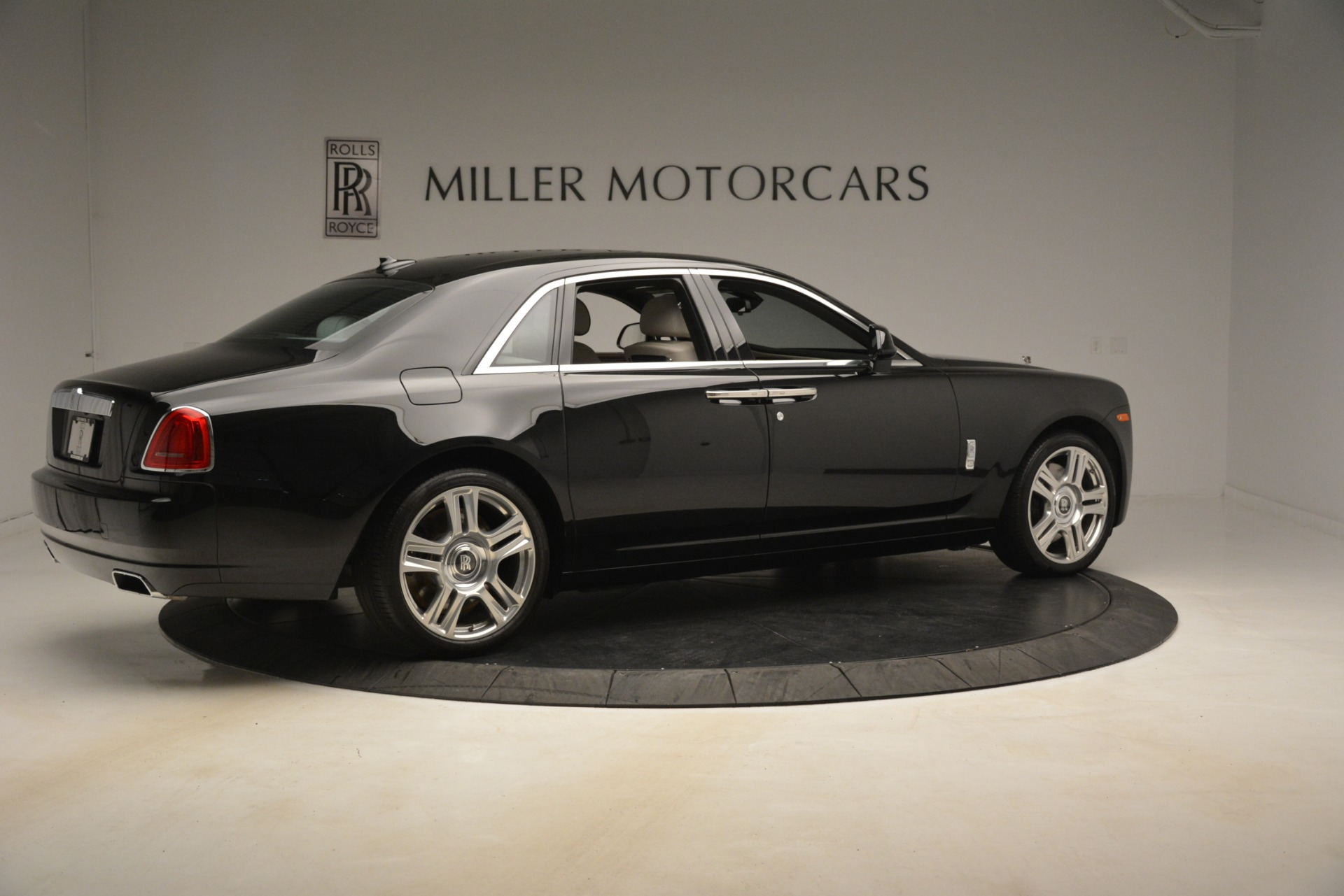 Used 2016 Rolls-Royce Ghost  For Sale In Greenwich, CT. Alfa Romeo of Greenwich, 7573 3225_p9