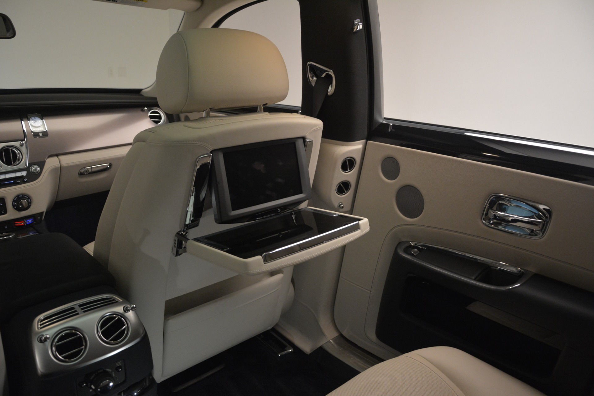 Used 2016 Rolls-Royce Ghost  For Sale In Greenwich, CT. Alfa Romeo of Greenwich, 7574 3226_p23