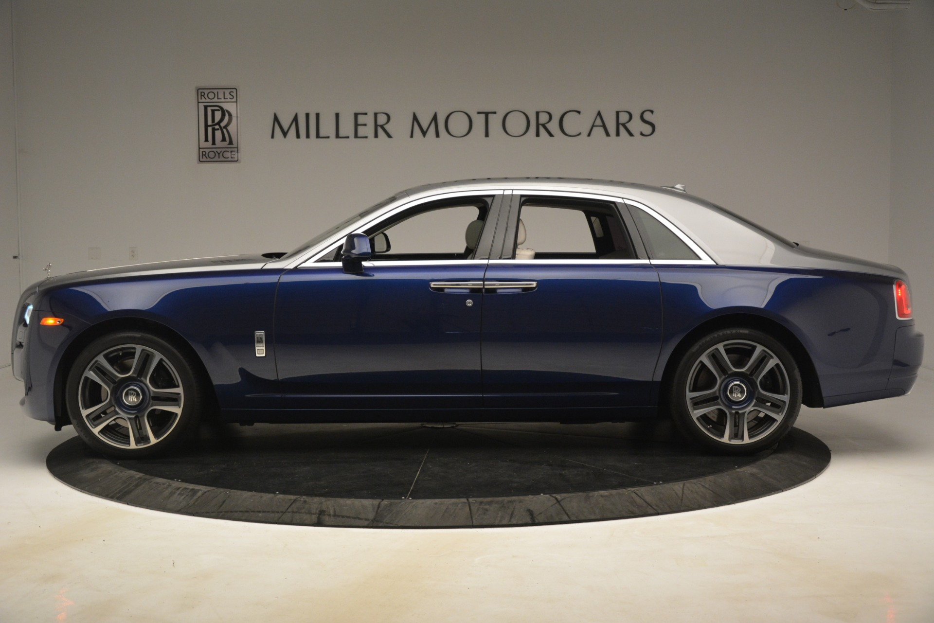 Used 2016 Rolls-Royce Ghost  For Sale In Greenwich, CT. Alfa Romeo of Greenwich, 7574 3226_p4
