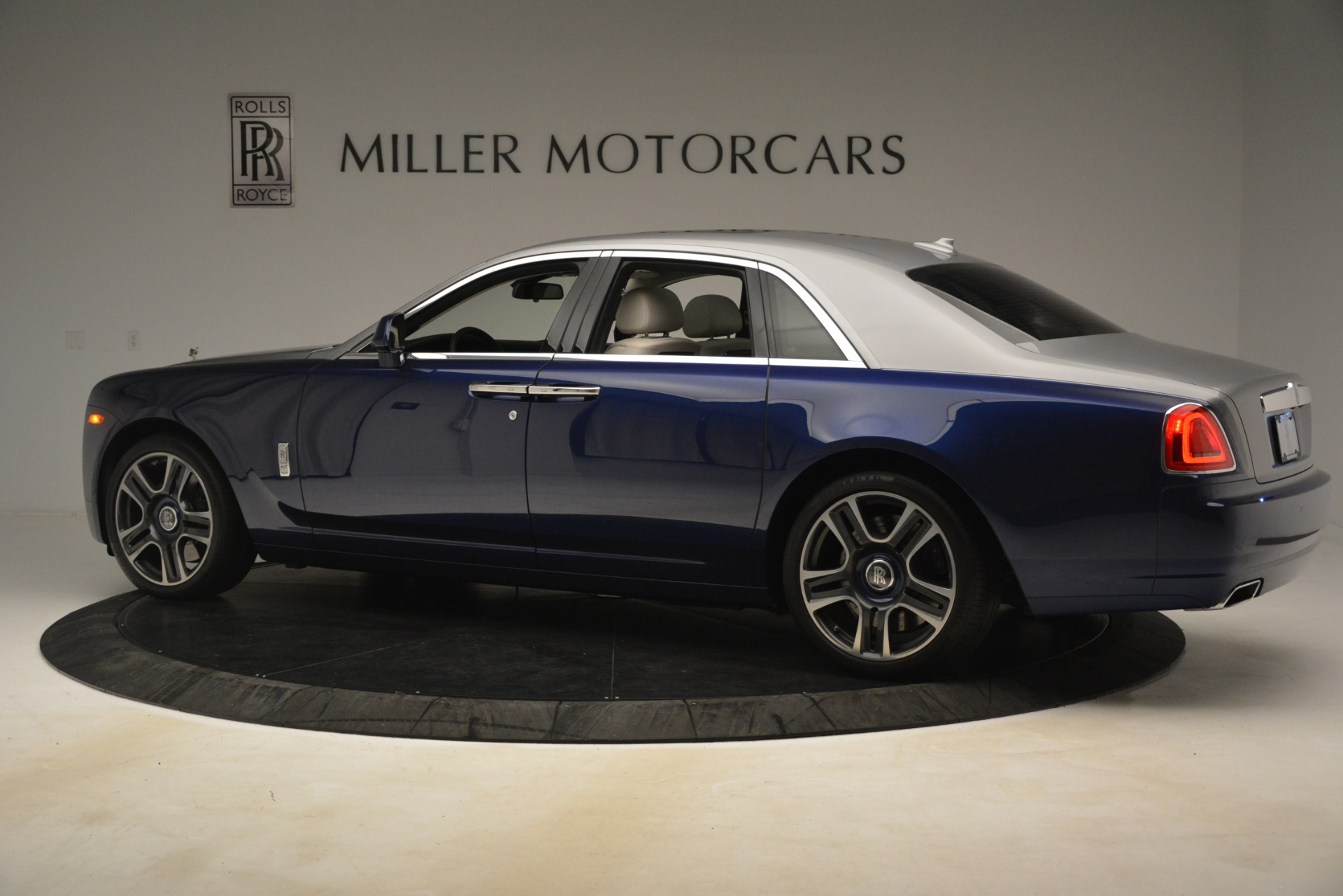 Used 2016 Rolls-Royce Ghost  For Sale In Greenwich, CT. Alfa Romeo of Greenwich, 7574 3226_p5