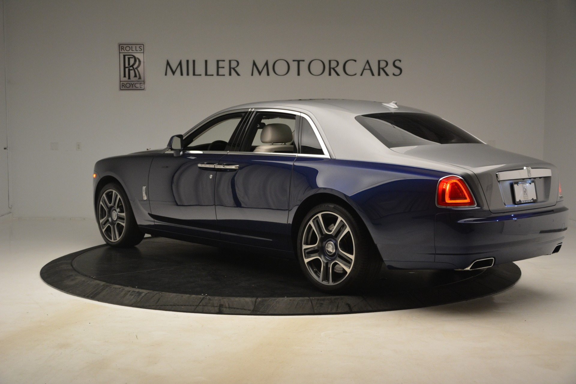 Used 2016 Rolls-Royce Ghost  For Sale In Greenwich, CT. Alfa Romeo of Greenwich, 7574 3226_p6