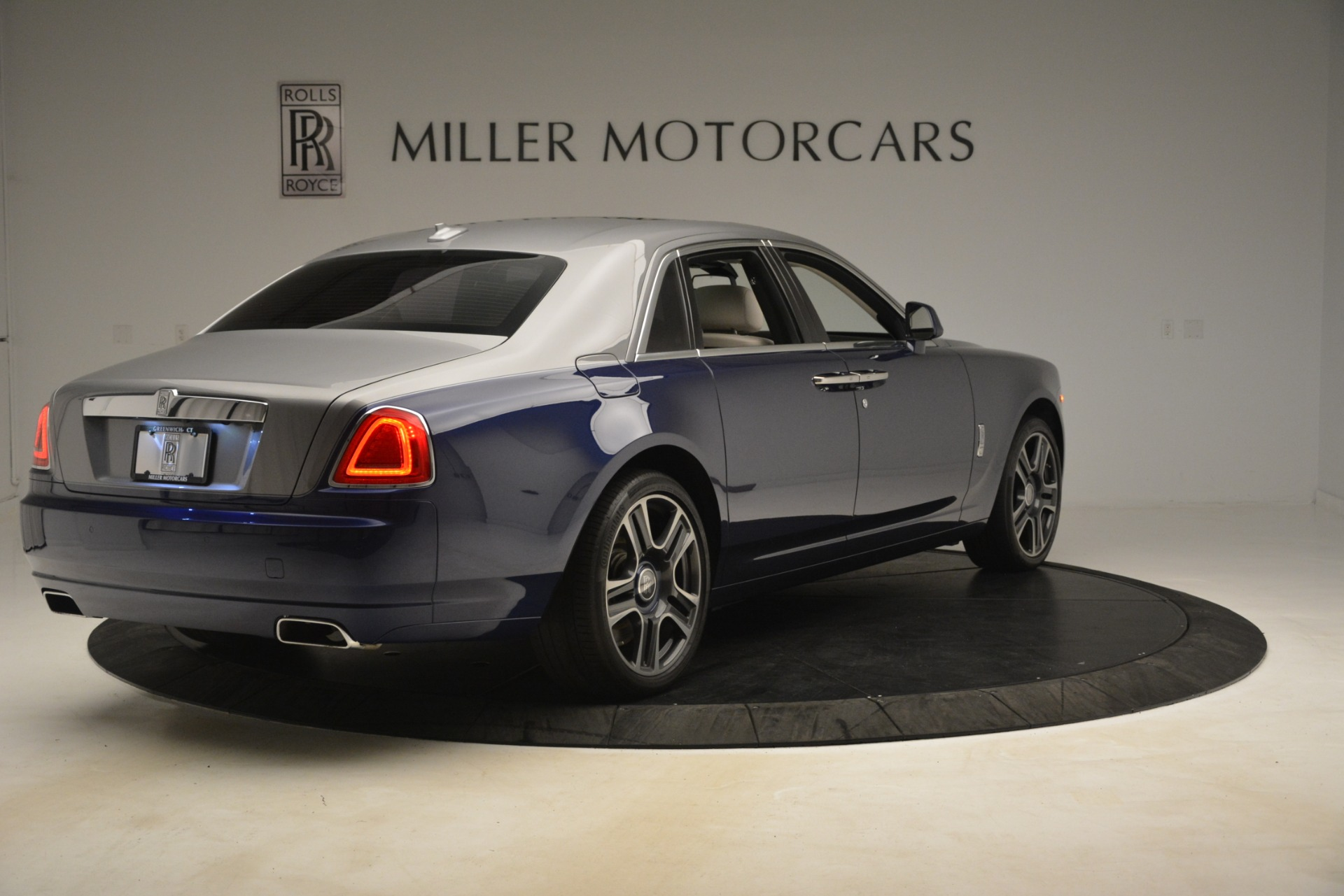Used 2016 Rolls-Royce Ghost  For Sale In Greenwich, CT. Alfa Romeo of Greenwich, 7574 3226_p8