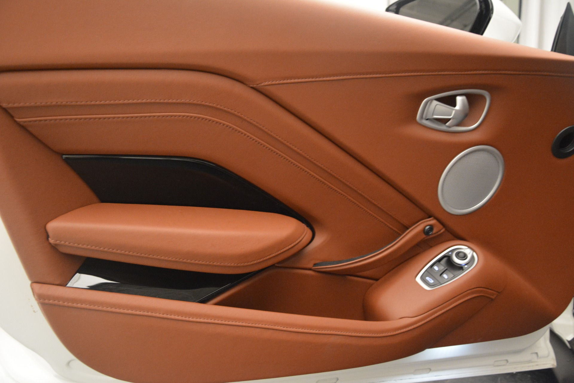New 2019 Aston Martin Vantage Coupe For Sale In Greenwich, CT. Alfa Romeo of Greenwich, A1373 3227_p16