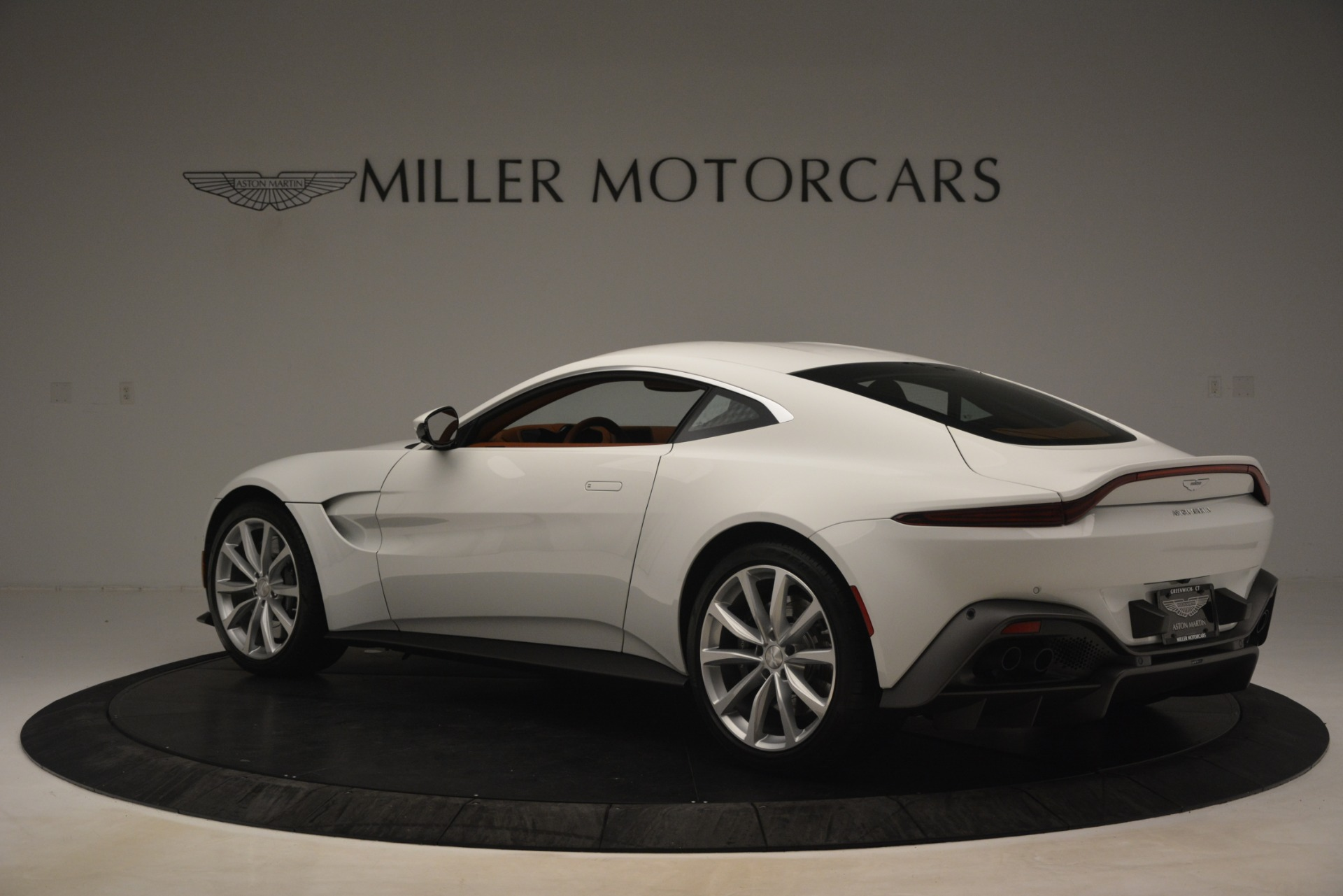 New 2019 Aston Martin Vantage Coupe For Sale In Greenwich, CT. Alfa Romeo of Greenwich, A1373 3227_p3