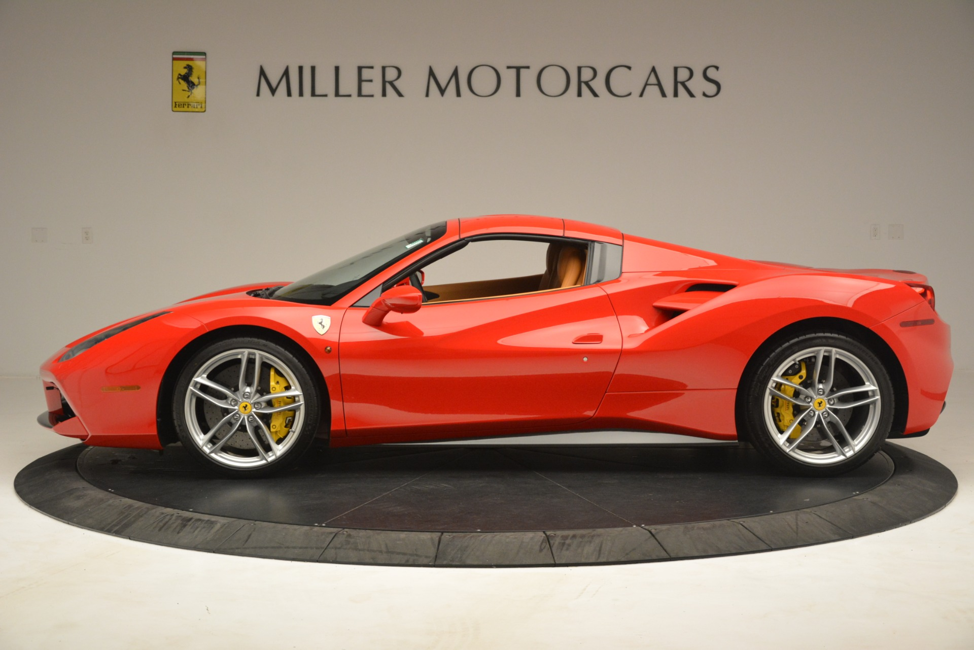Used 2018 Ferrari 488 Spider  For Sale In Greenwich, CT. Alfa Romeo of Greenwich, F1993A 3234_p14