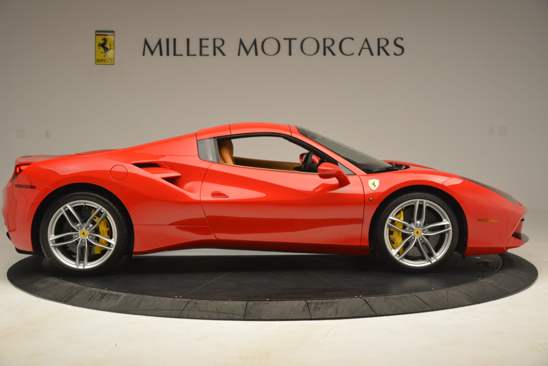 Used 2018 Ferrari 488 Spider  For Sale In Greenwich, CT. Alfa Romeo of Greenwich, F1993A 3234_p17