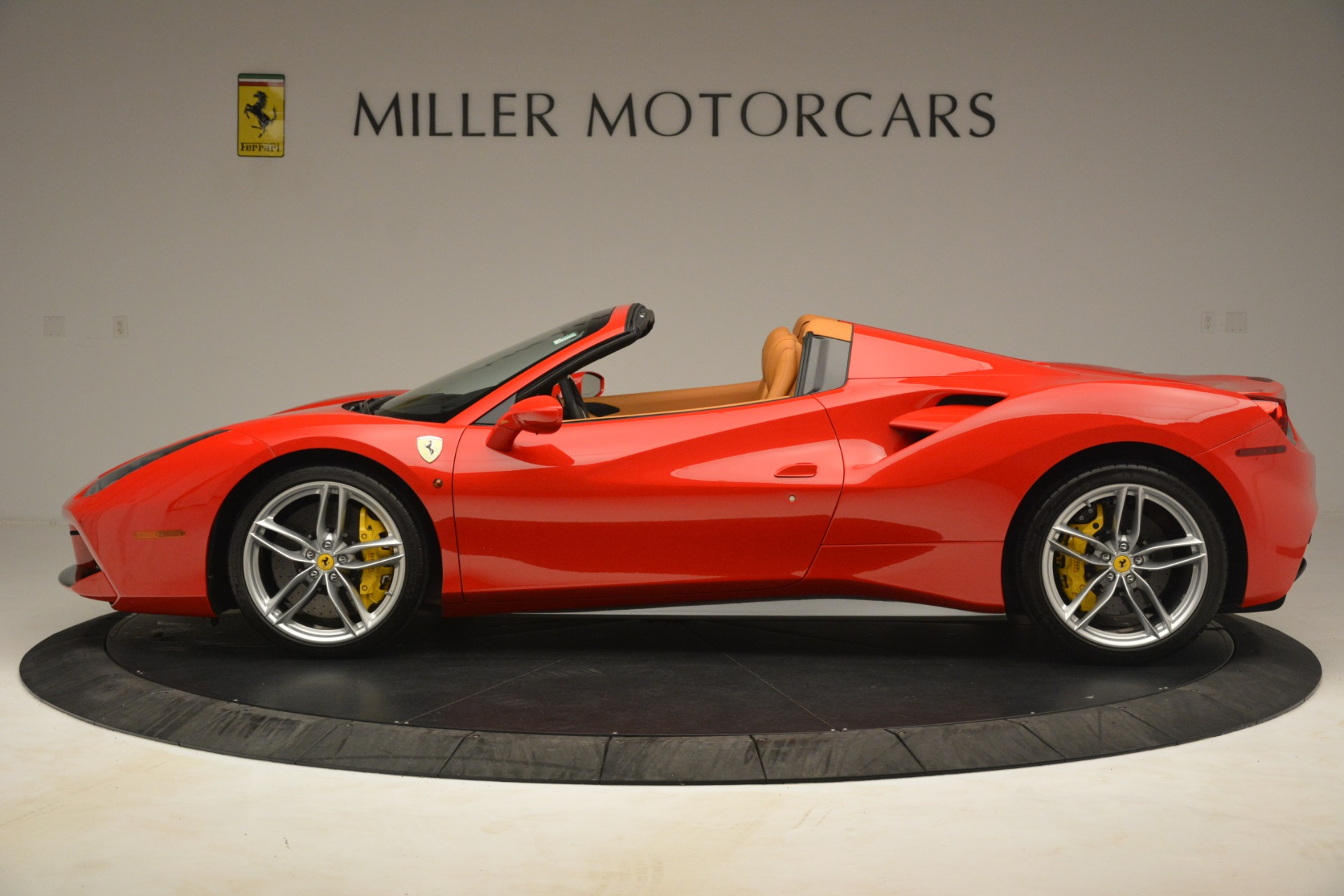 Used 2018 Ferrari 488 Spider  For Sale In Greenwich, CT. Alfa Romeo of Greenwich, F1993A 3234_p3