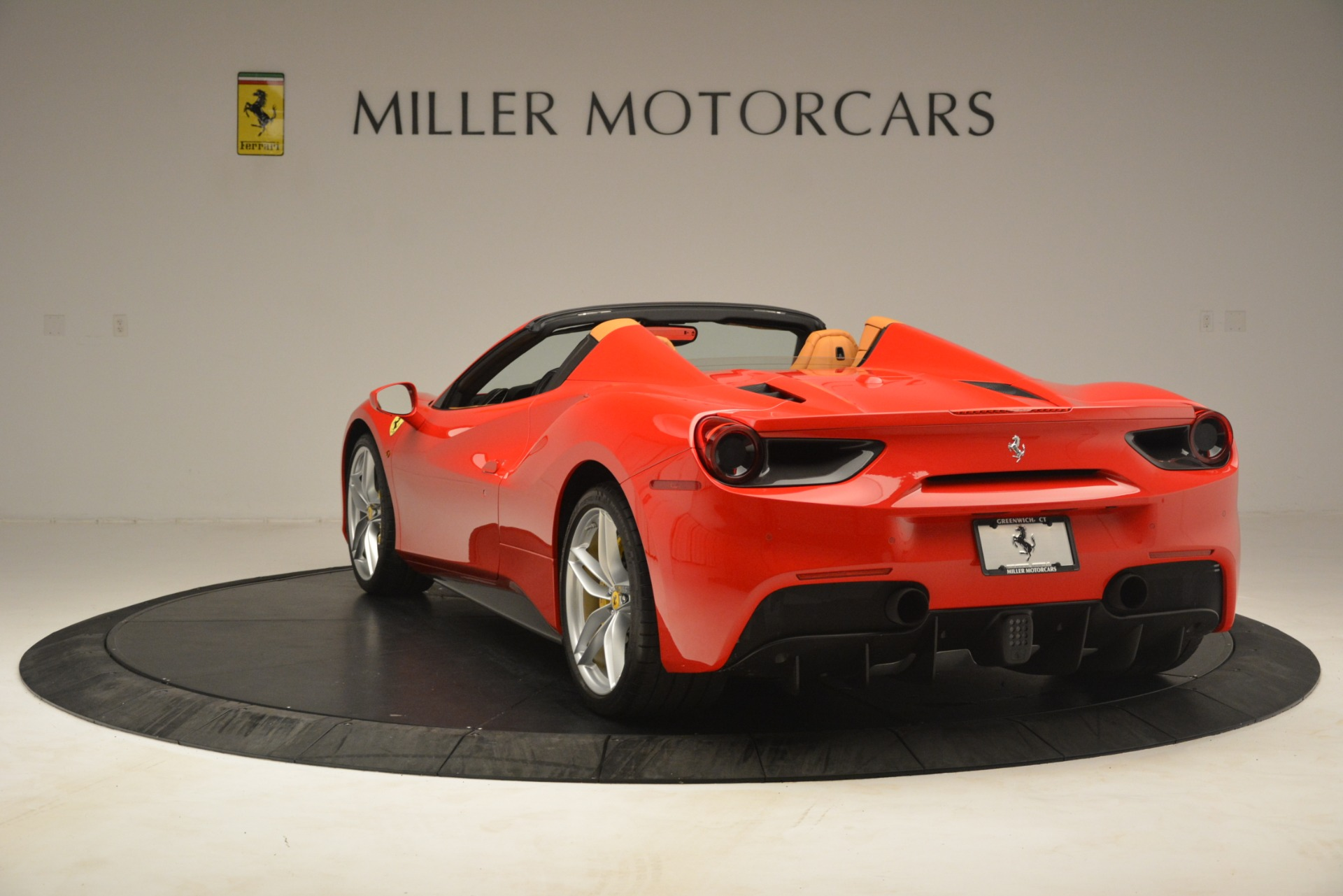 Used 2018 Ferrari 488 Spider  For Sale In Greenwich, CT. Alfa Romeo of Greenwich, F1993A 3234_p5