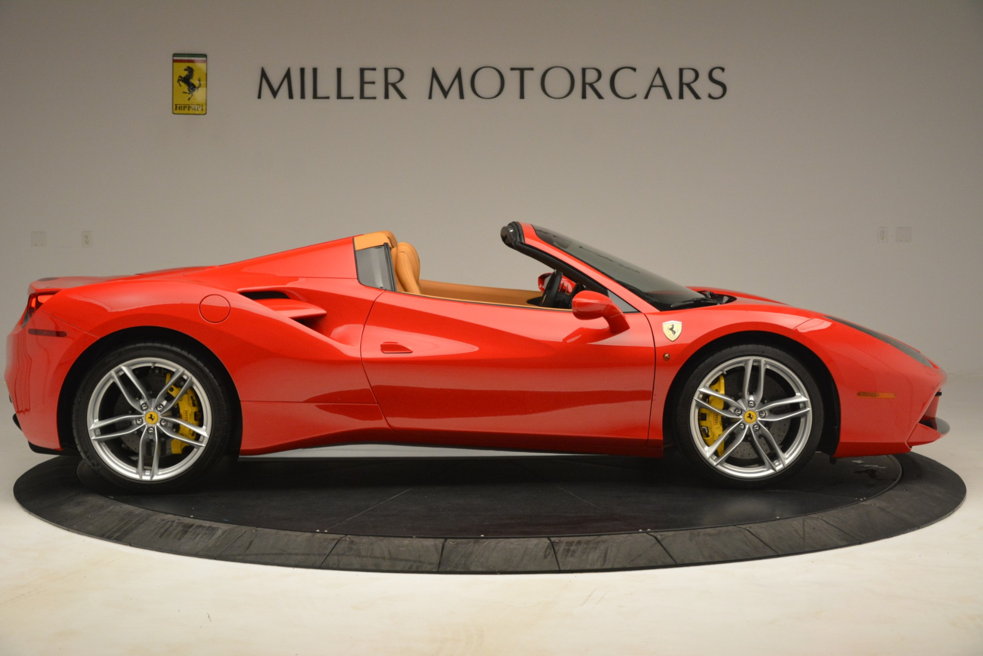 Used 2018 Ferrari 488 Spider  For Sale In Greenwich, CT. Alfa Romeo of Greenwich, F1993A 3234_p9