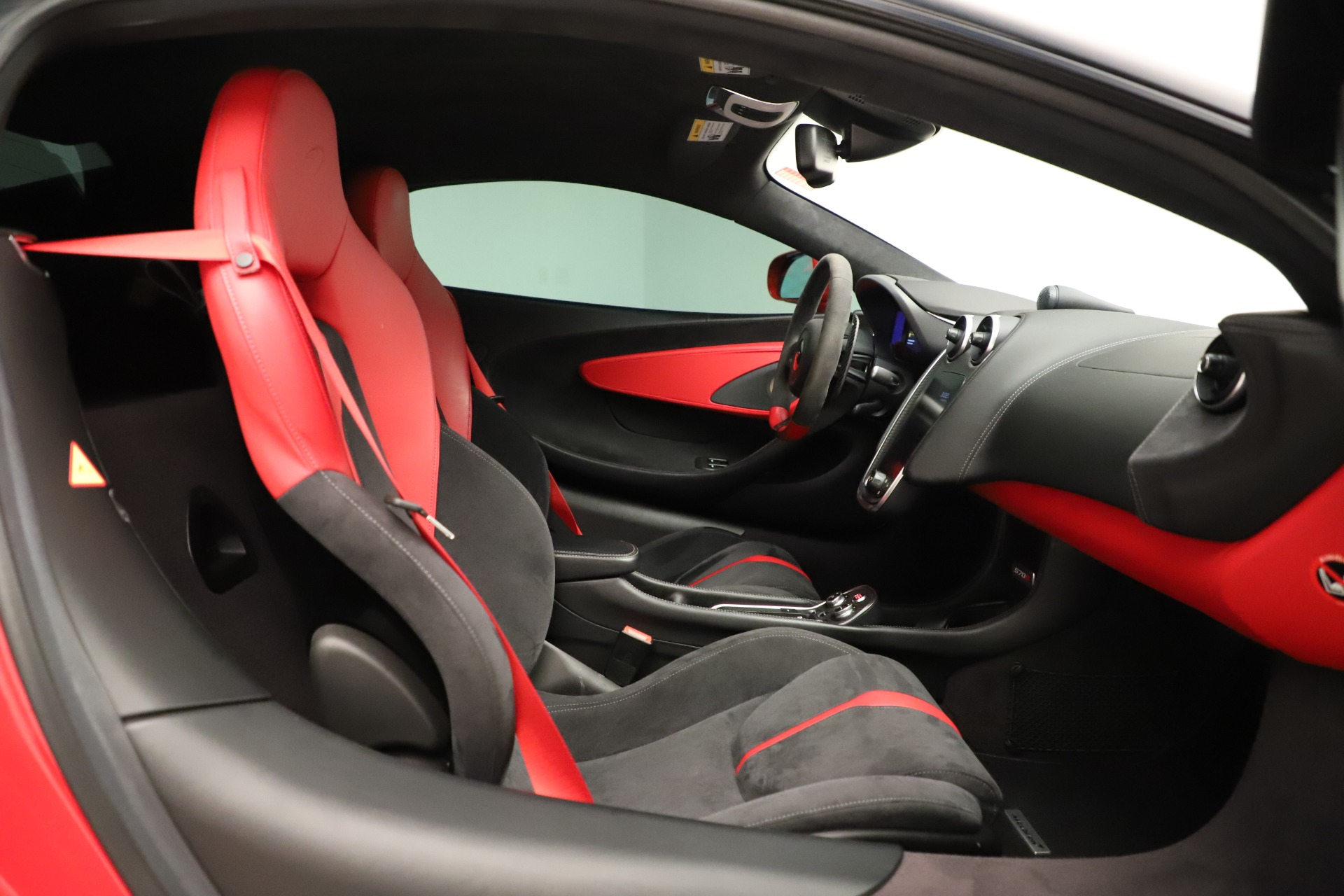 Used 2016 McLaren 570S Coupe For Sale In Greenwich, CT. Alfa Romeo of Greenwich, MC381A 3235_p20